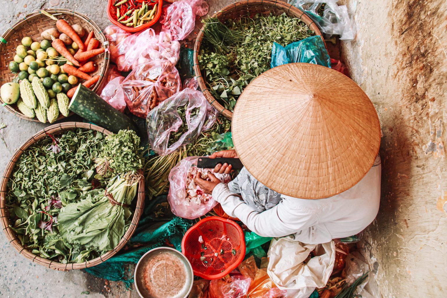 Kruiden en specerijen tijdens een Vietnamese kook cursus in Hoi An