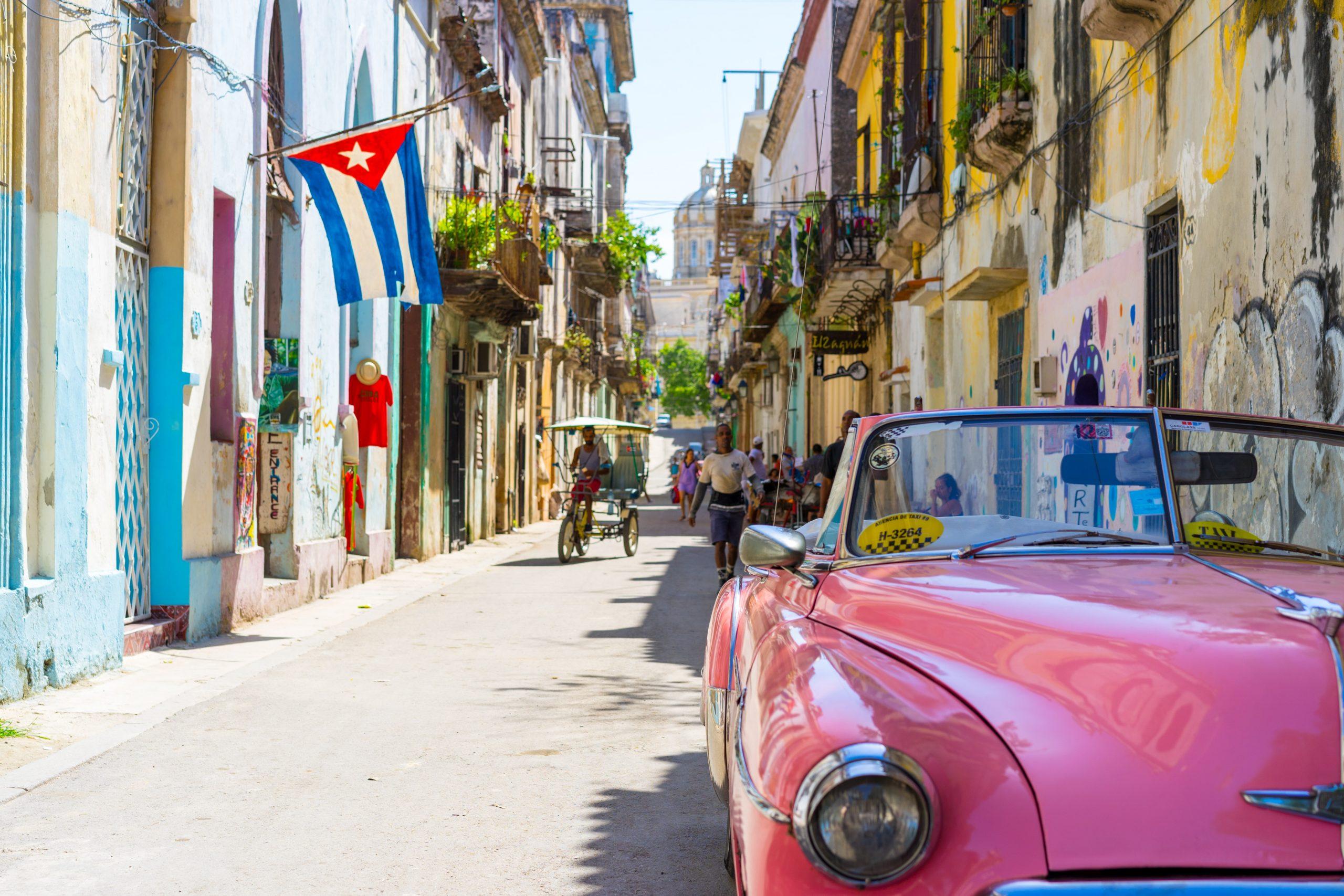 Kleurige smalle straatjes in Havana, Cuba
