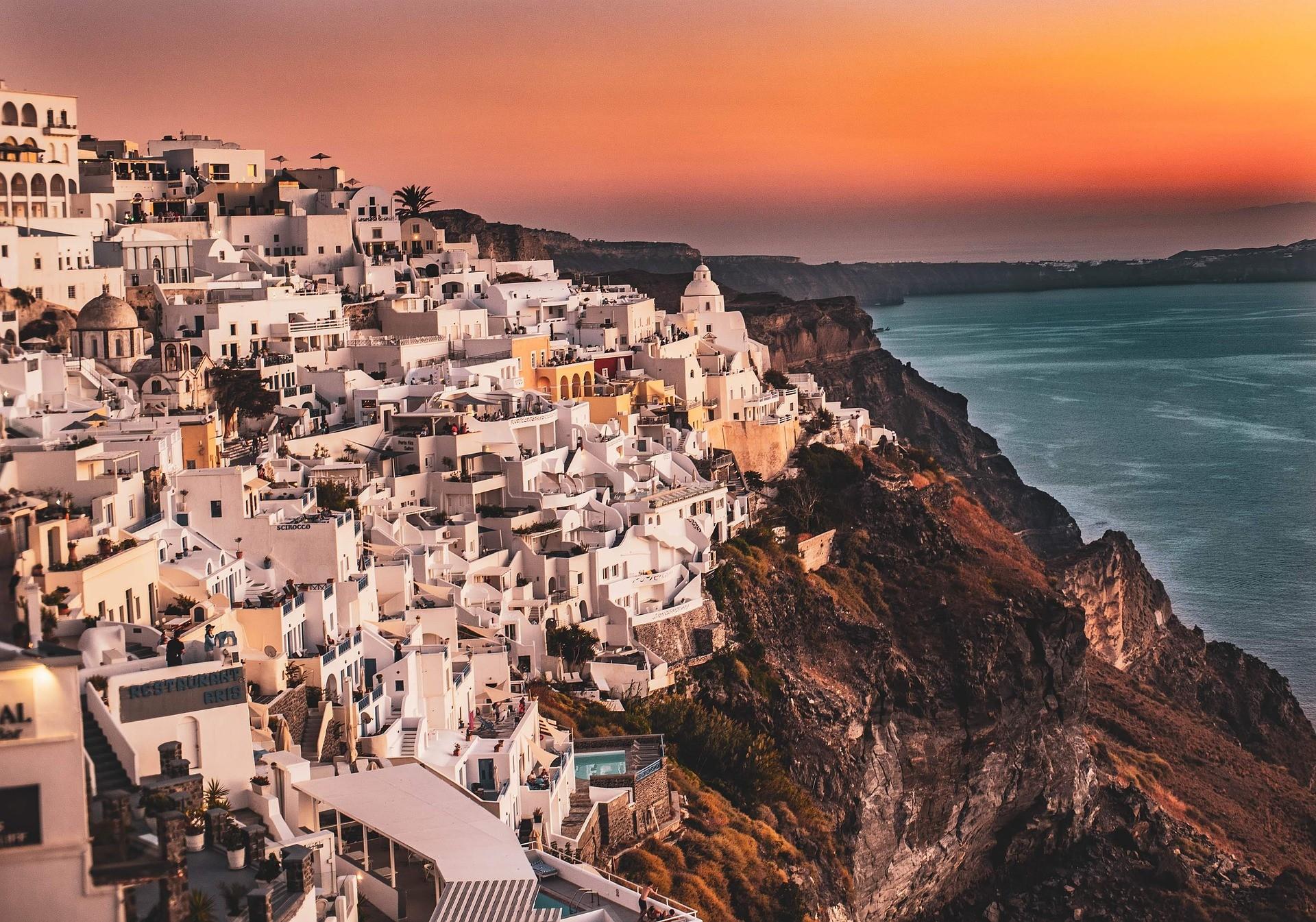 Gouden licht bij zonsondergang - Must sees Santorini