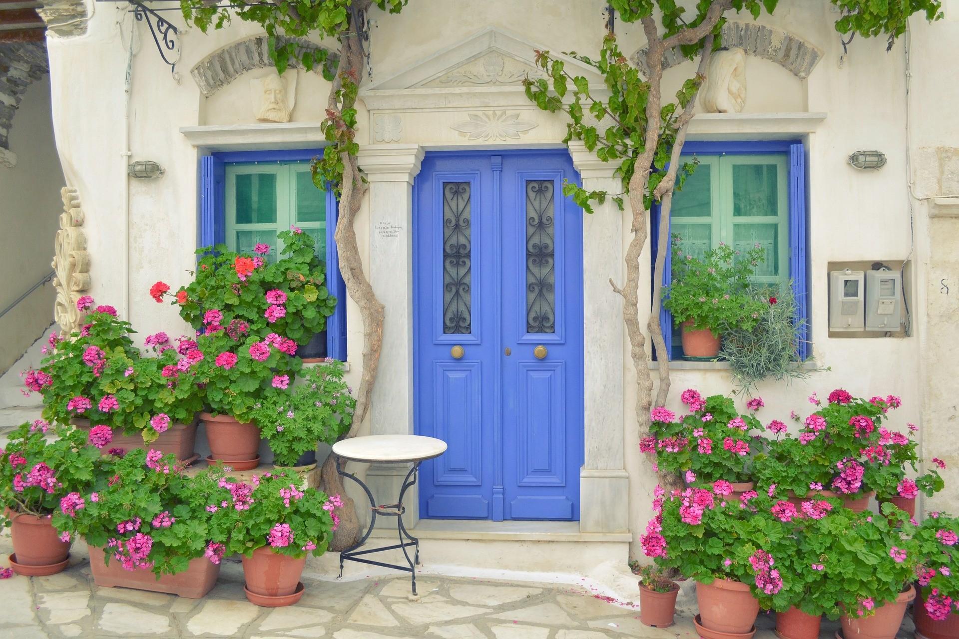 Typische Griekse voordeur in Pyrgos, Santorini
