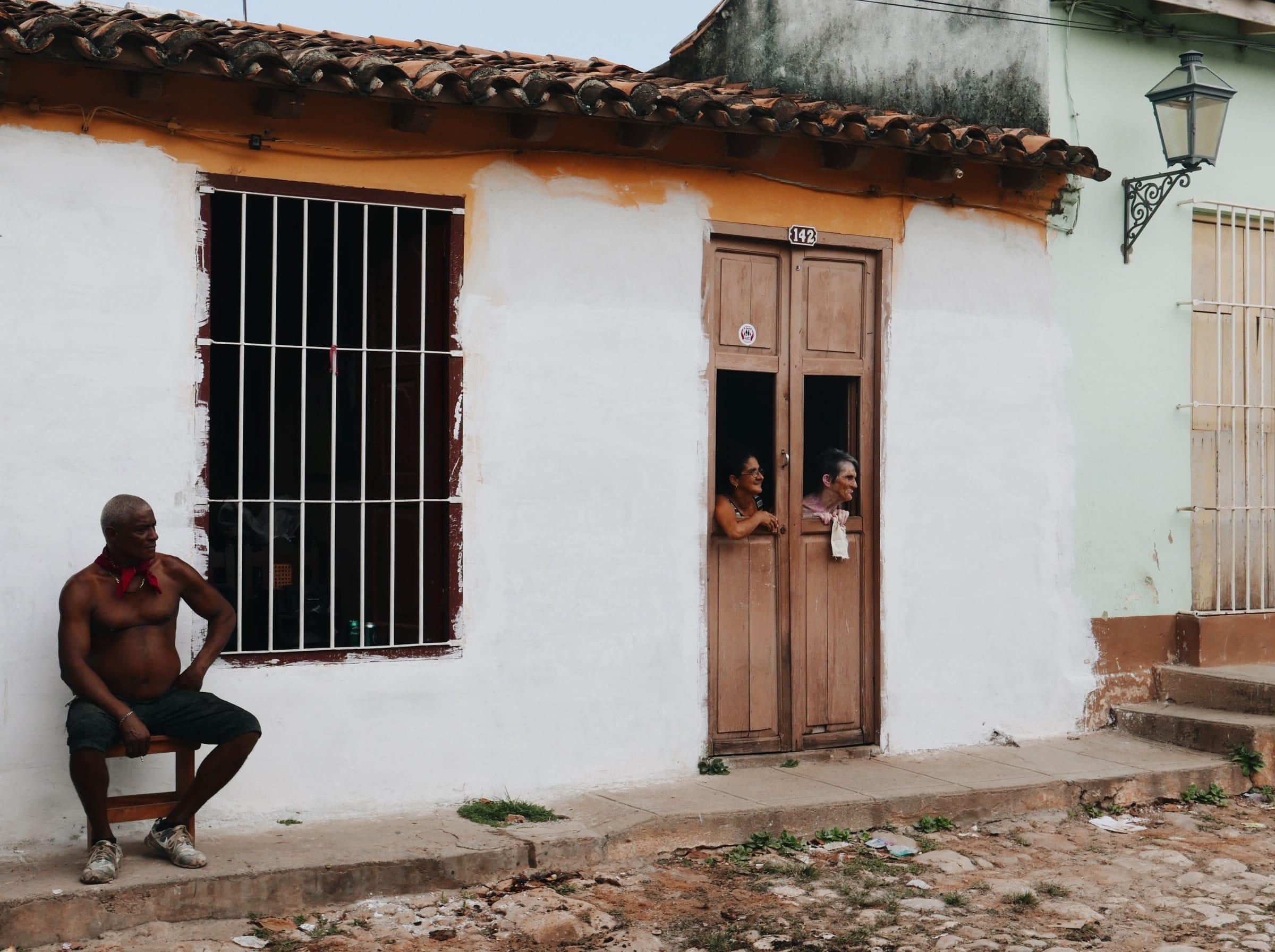 Versleten geveltjes in Trinidad, Cuba