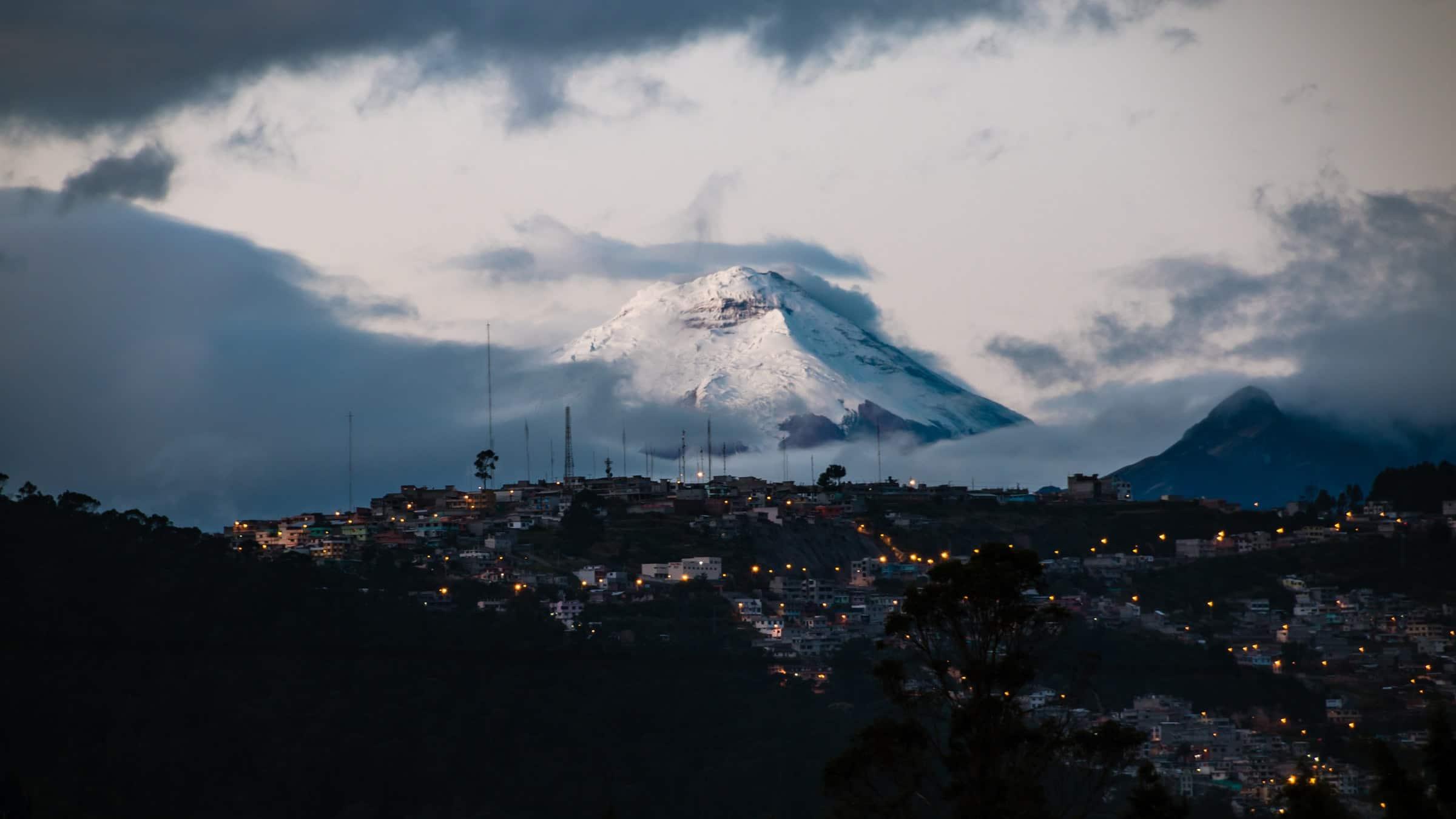 Quito - De hoofdstad van Ecuador gelegen tussen actieve, dreigende vulkanen