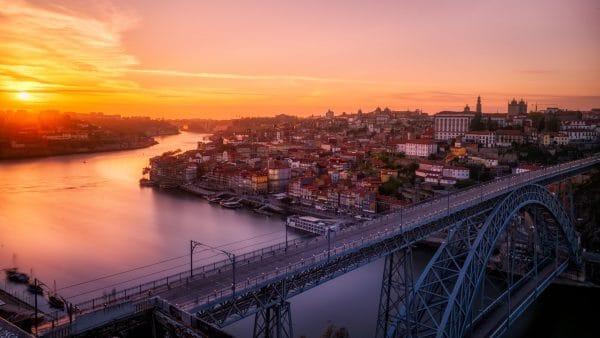 Zonsondergang in Porto, Portugal