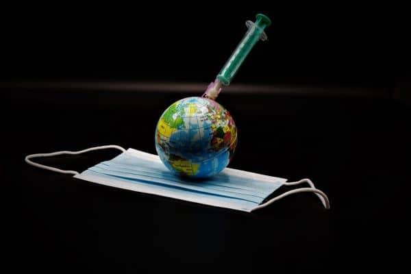 Vaccinaties en mondkapje op reis