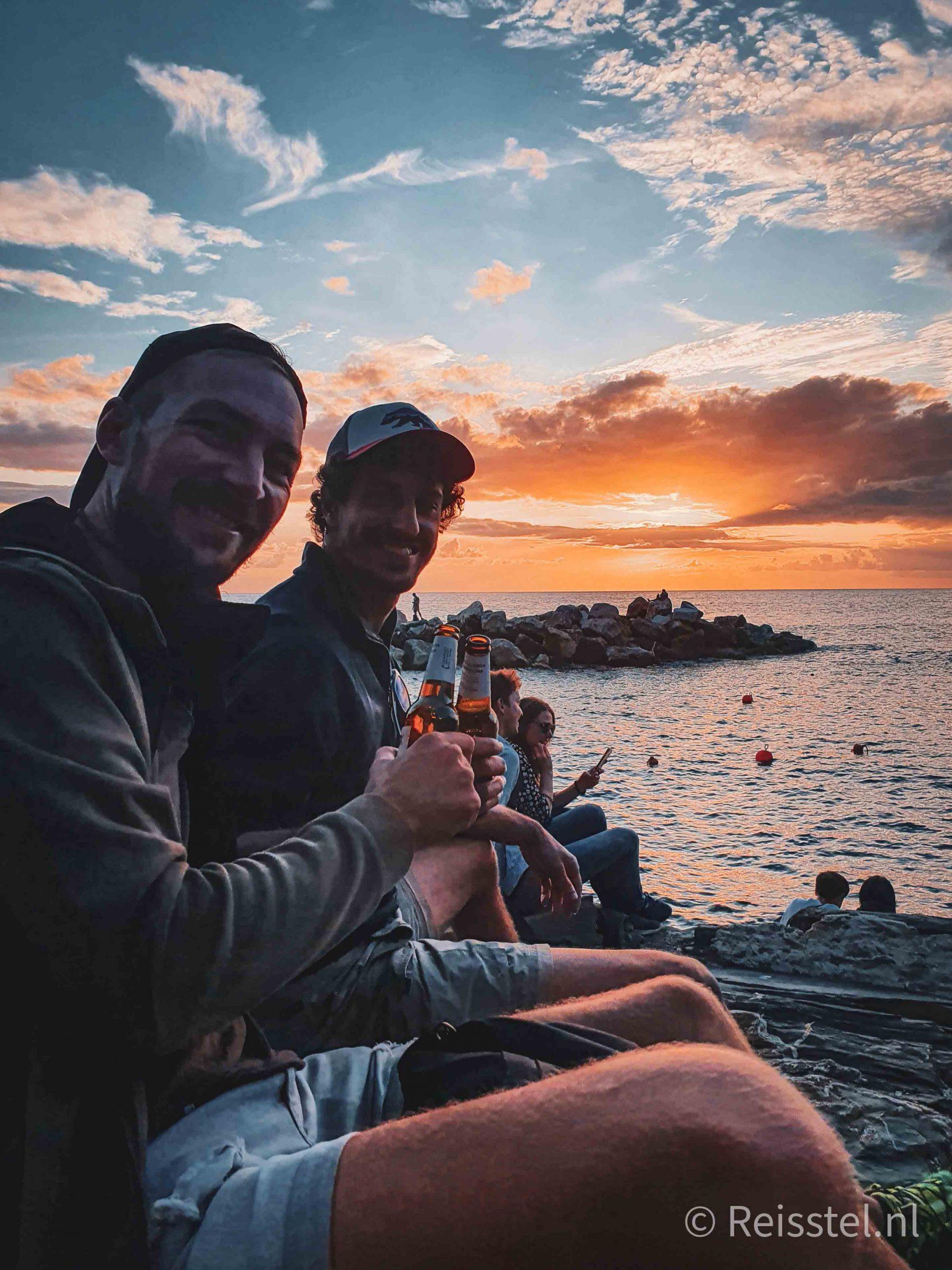 ontdek Cinque Terre | 2 daagse hike | Zonsondergang biertje