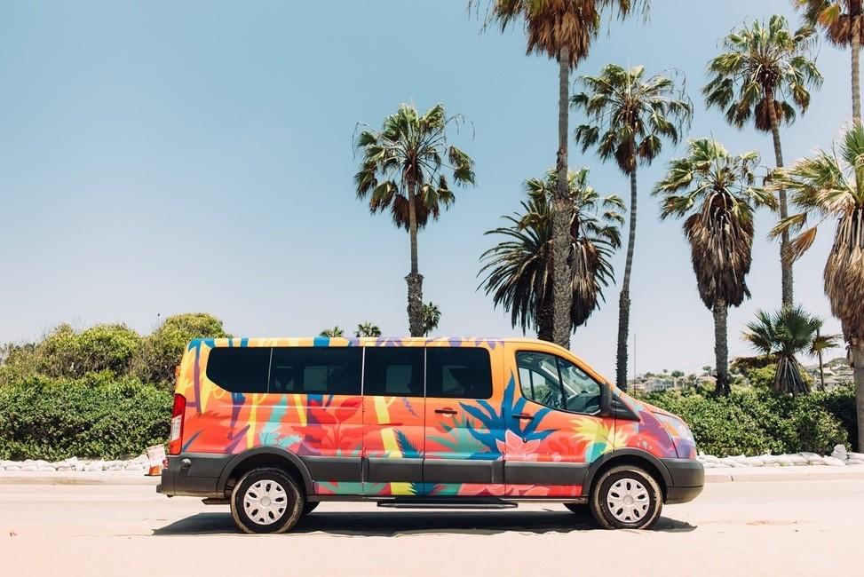 Kleurrijke kunst van Escape Campervans, USA