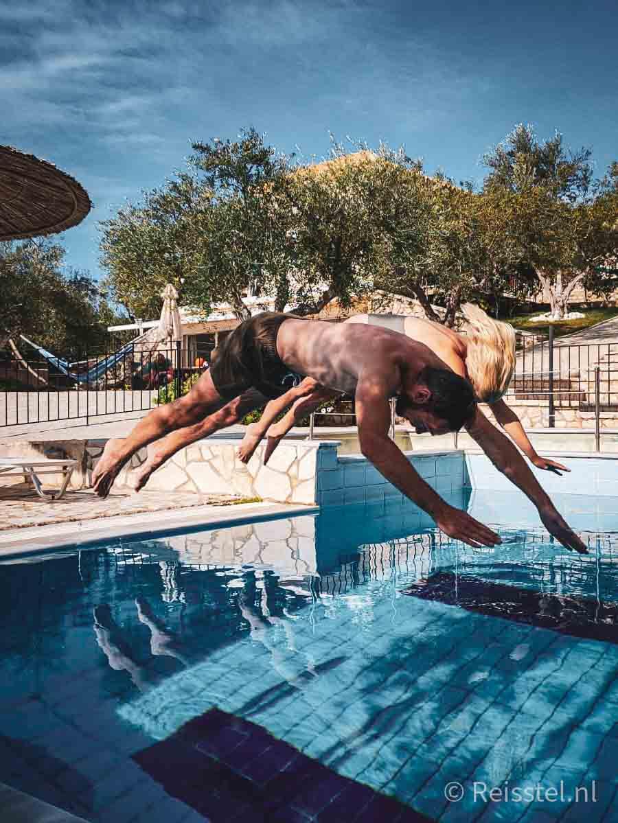 Reisstel.nl | lockdown in Griekenland | duiken in zwembad