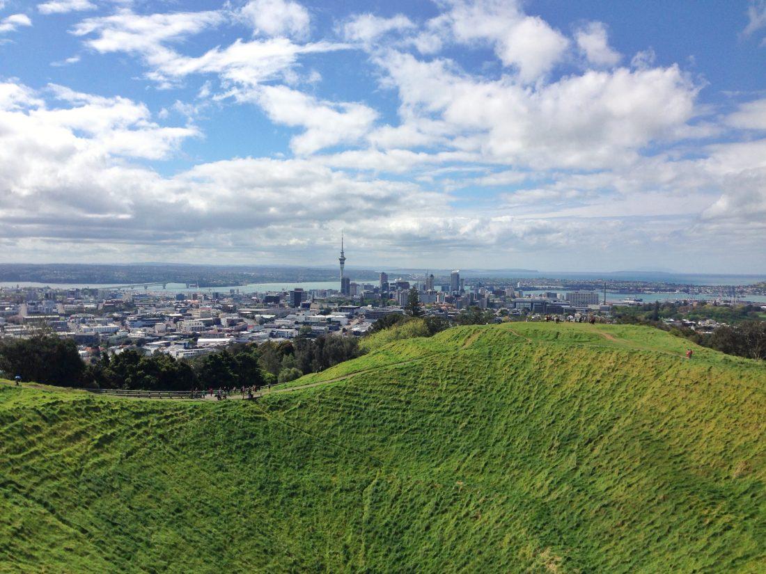 Uitzicht over Auckland vanaf een heuvel