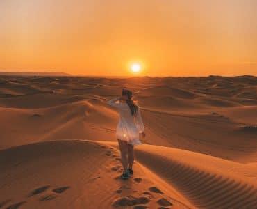 De zonsondergang in de Sahara woestijn - Marokko