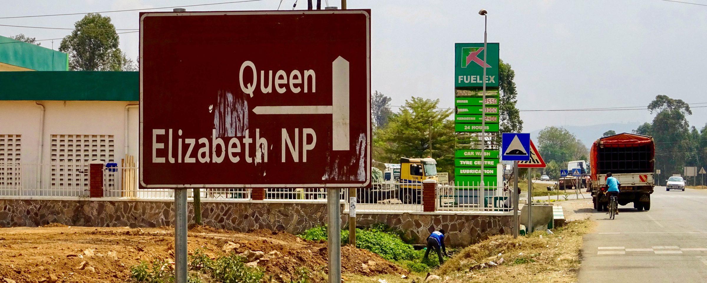 De afslag richting Queen Elizabeth NP