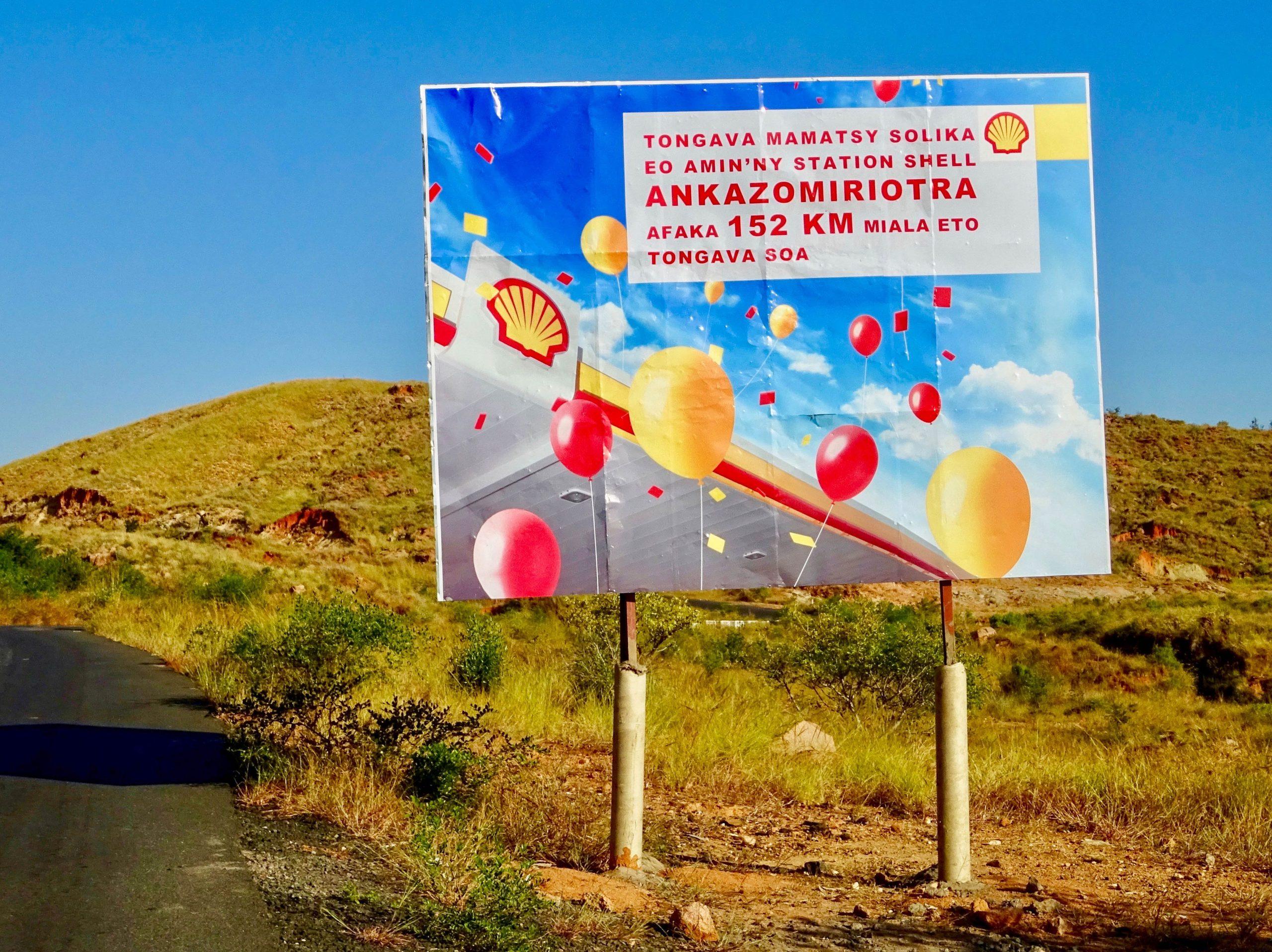 Billboard om Shell station aan te kondigen over 152 km