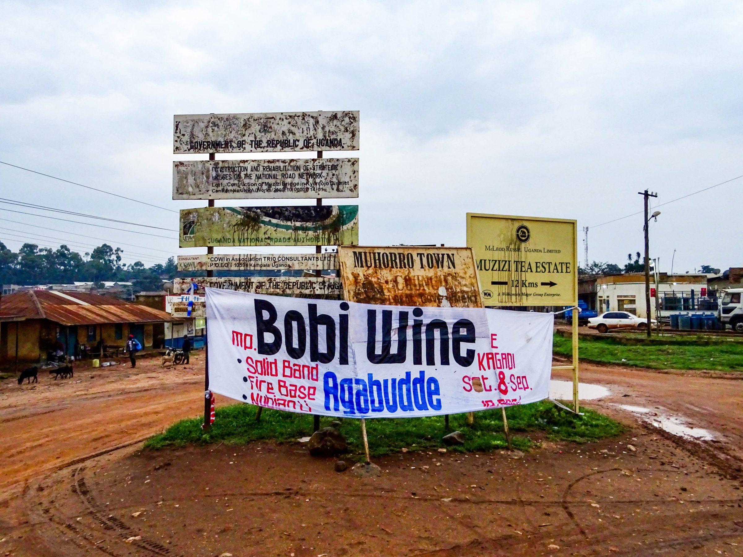 Spandoek aankondiging optreden Bobi Wine en band