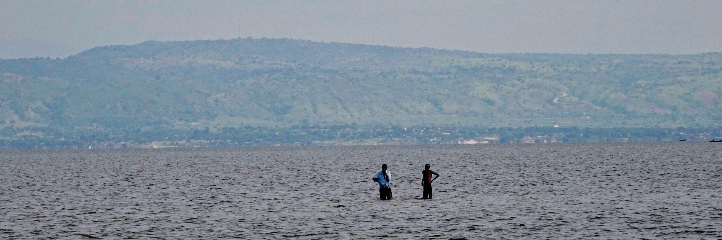 Congolese vissers in Lake Albert