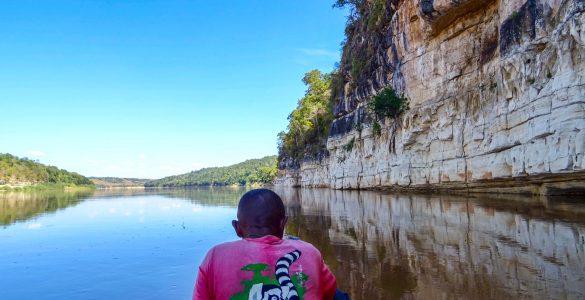 De-Tsiribihina-rivier-nabij-de-Anosimpela-waterval