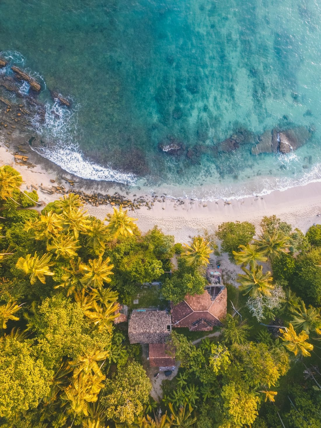 Een strand in Sri Lanka van boven