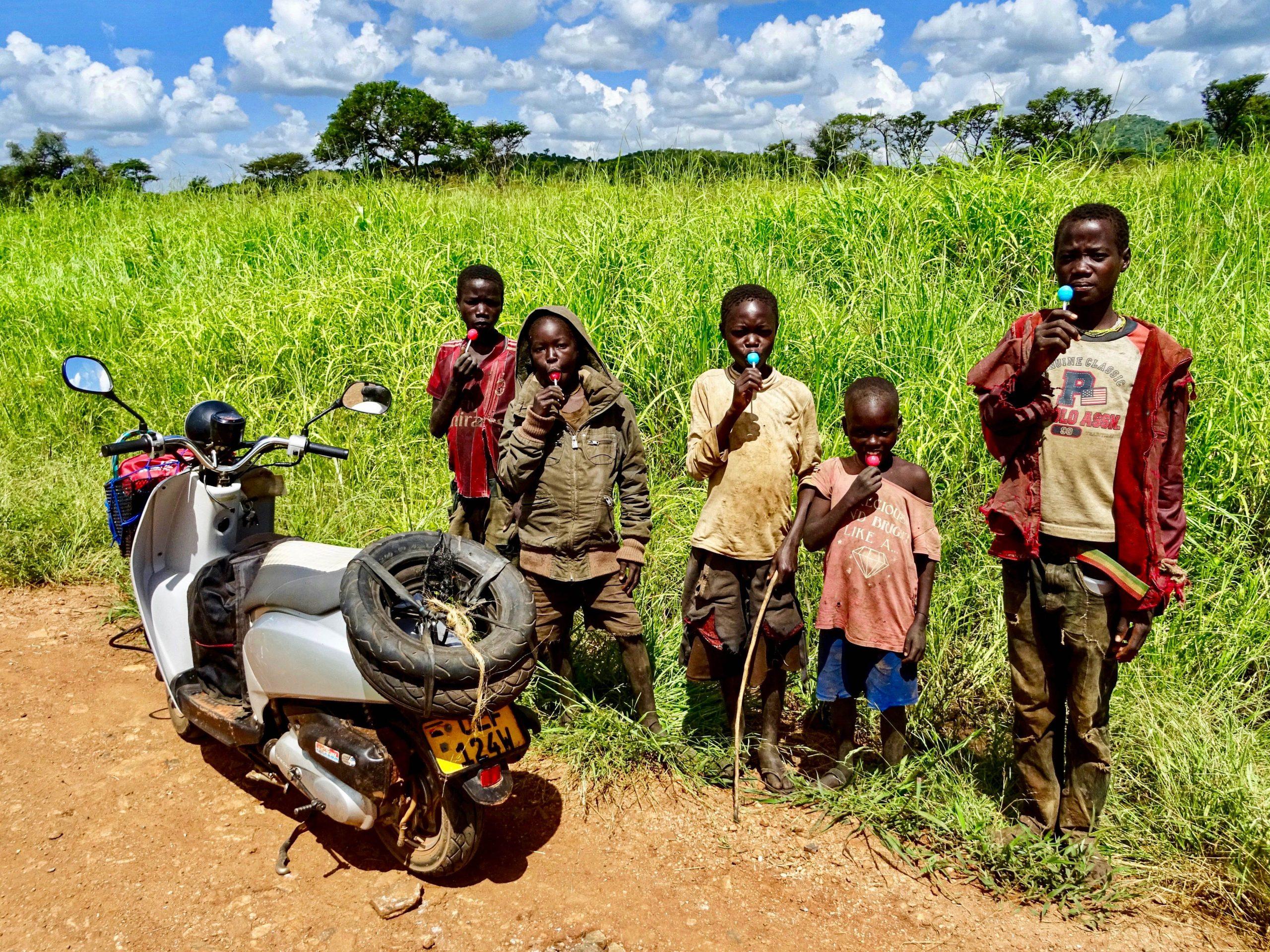 Een tomtom traktatie van een mzungu op een maffe scooter