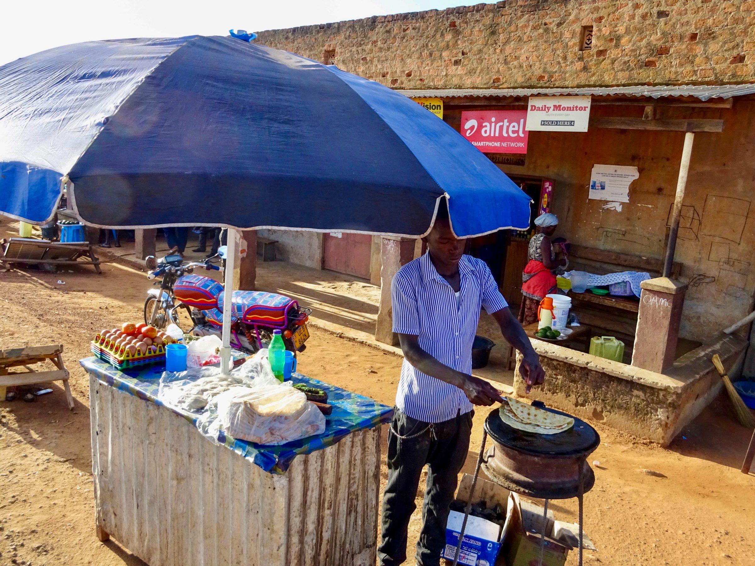 Een vers bereid ontbijt in Purongo