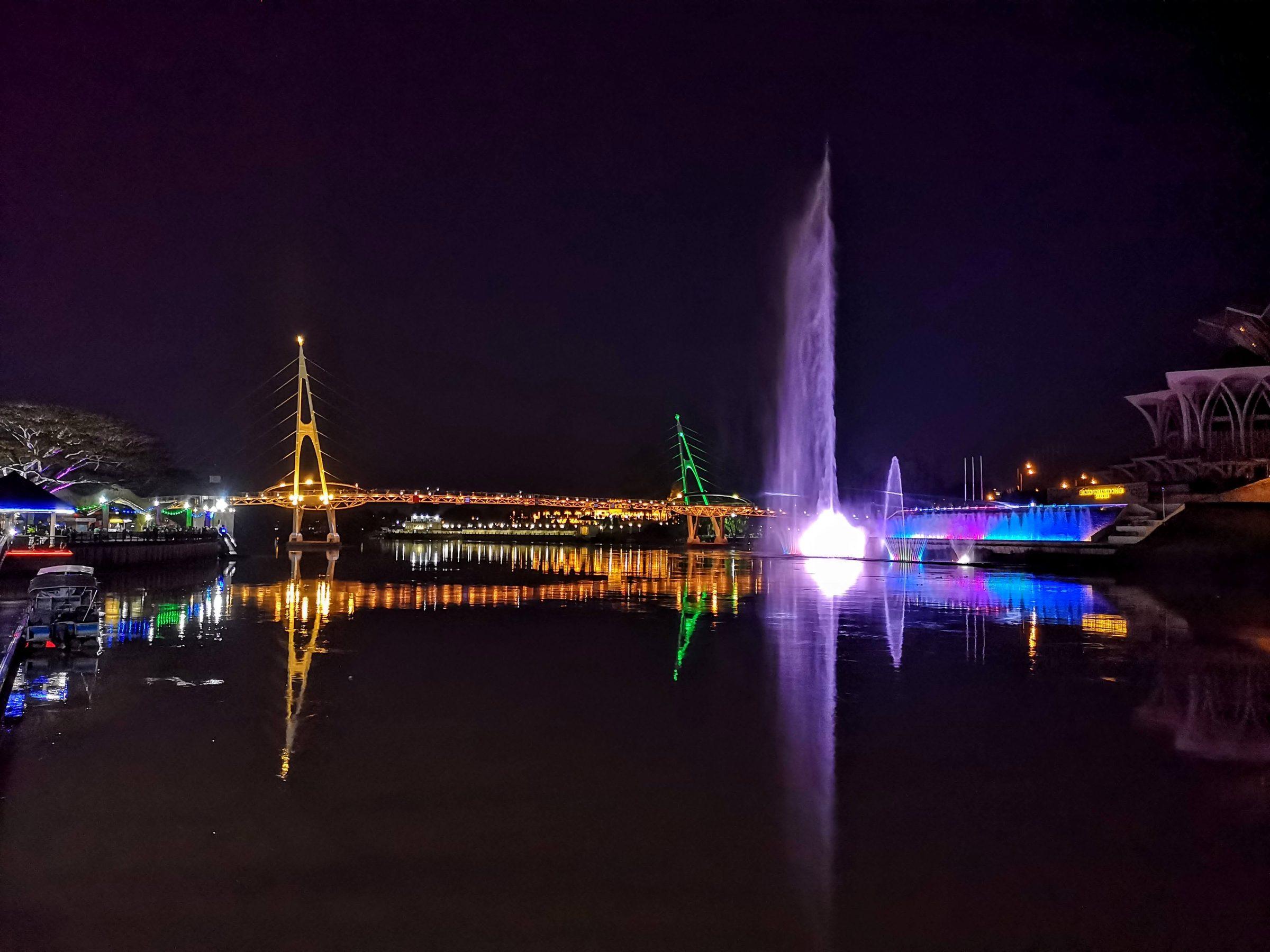 Dagelijkse fonteinshow, Kuching, Borneo
