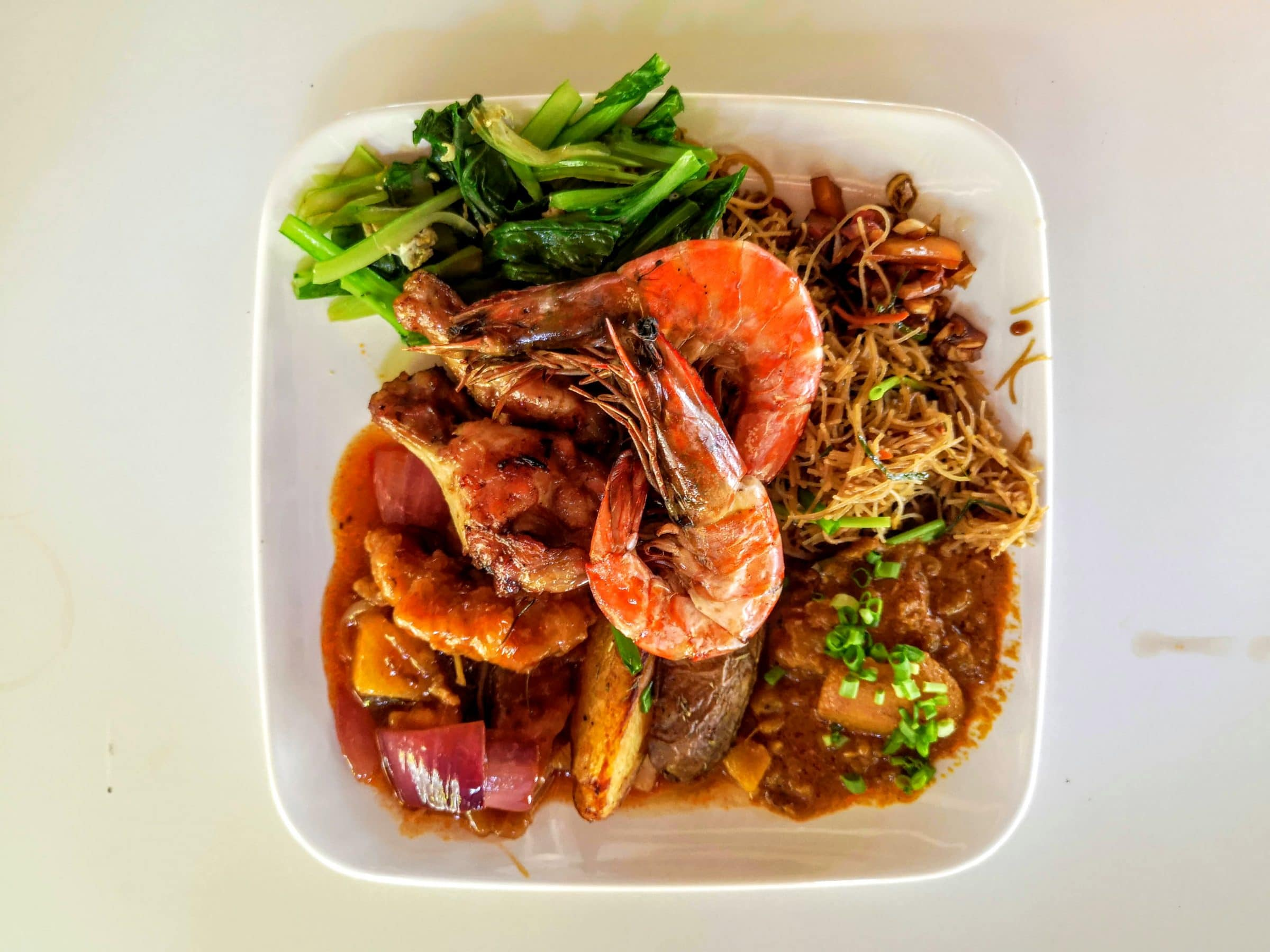 Een typisch Maleisisch bord met eten