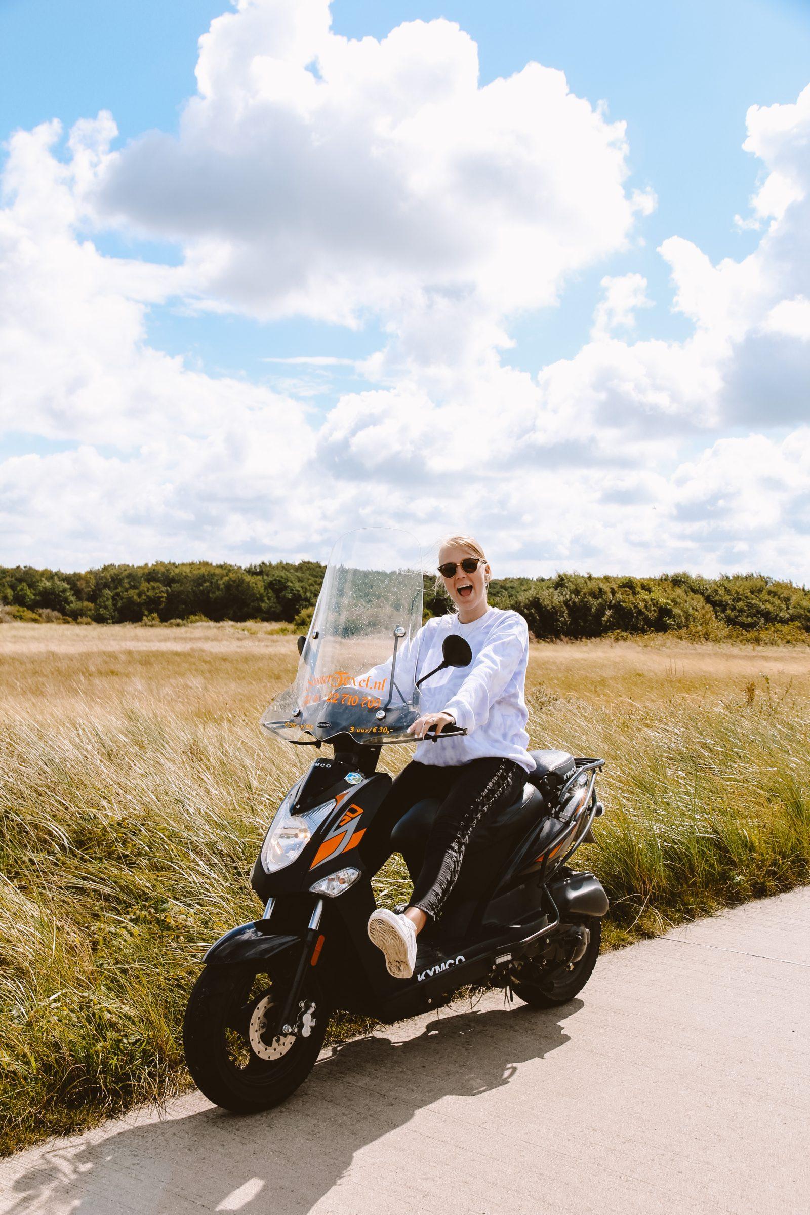 Texel bezienswaardigheden - op de scooter