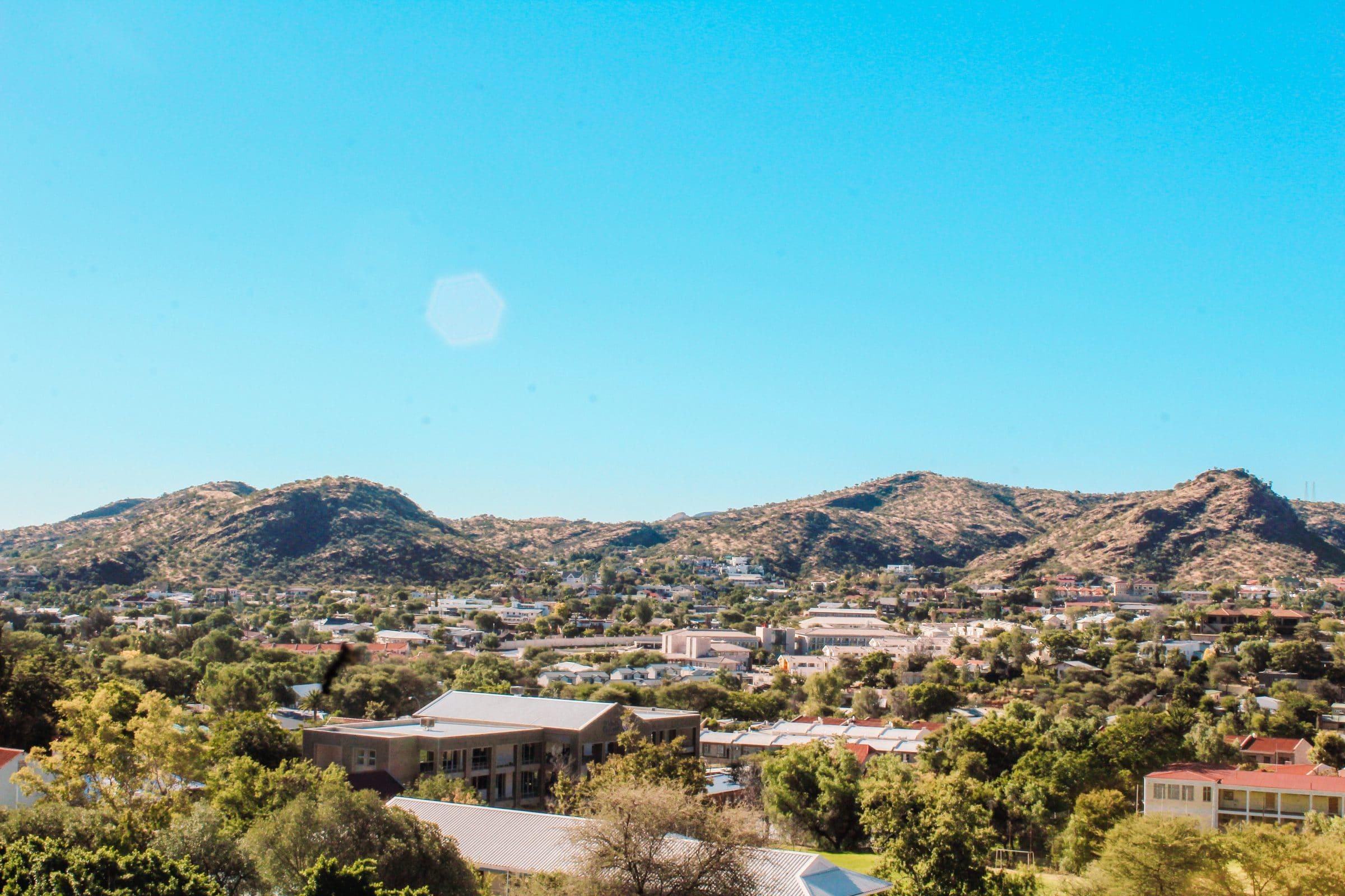 Uitzicht vanaf de Sky Lounge Am Weinberg | Bezienswaardigheden Windhoek