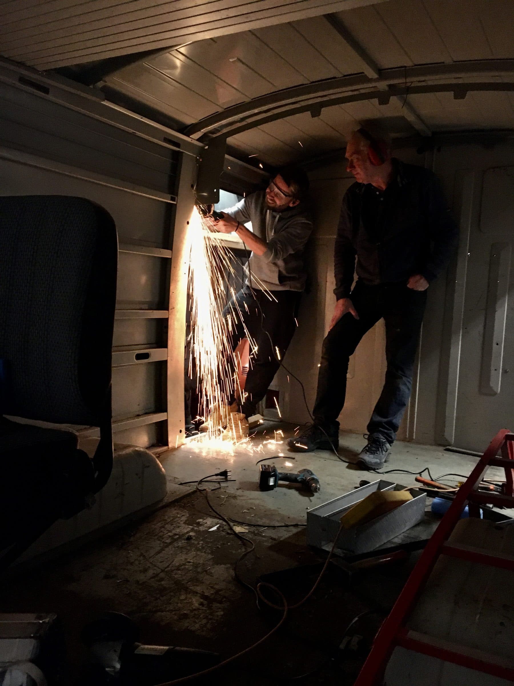 Camper bouwen | Vuurwerk in de bus!