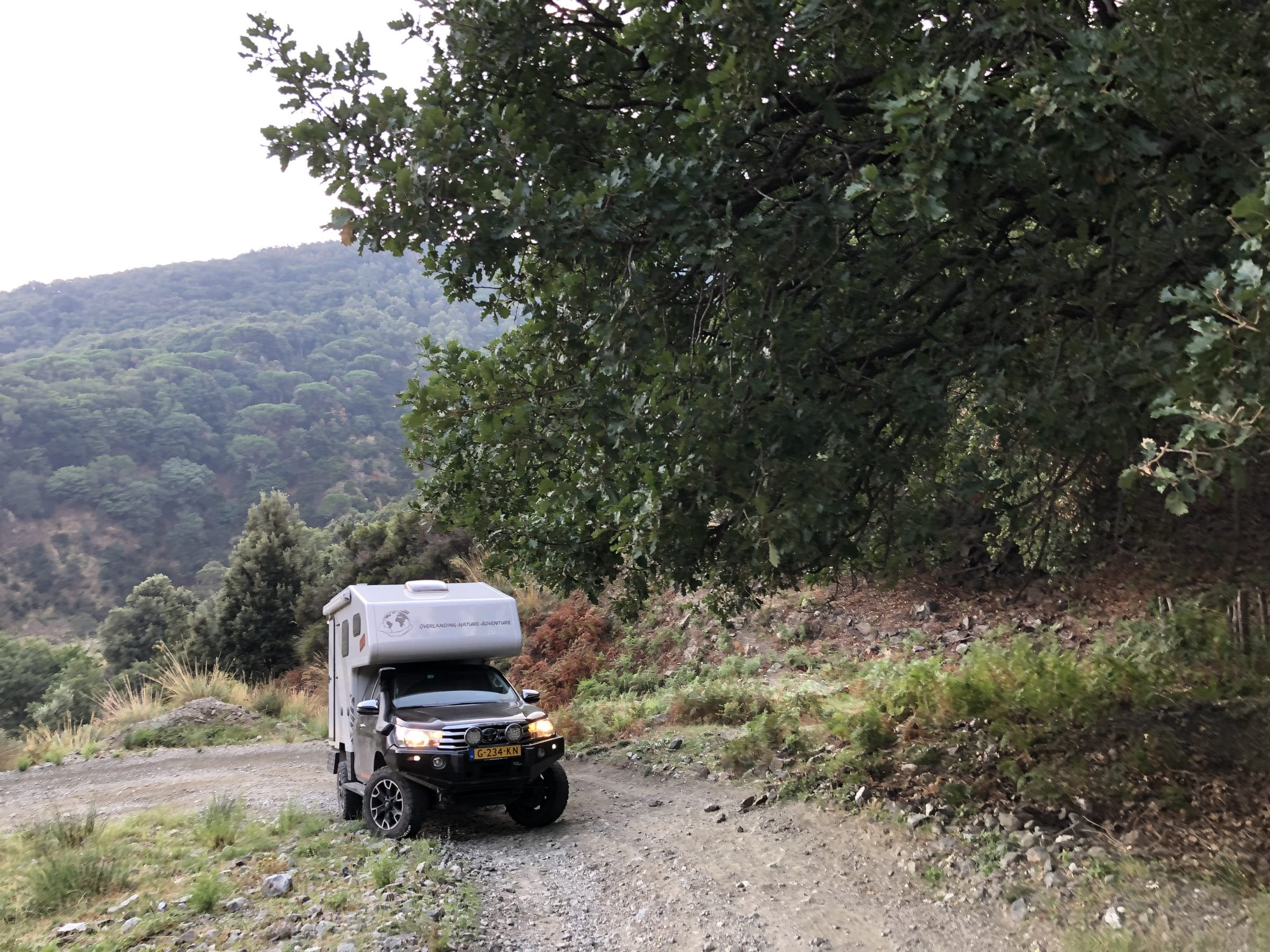 Onze 4x4 camper op één van de vele offroad wegen