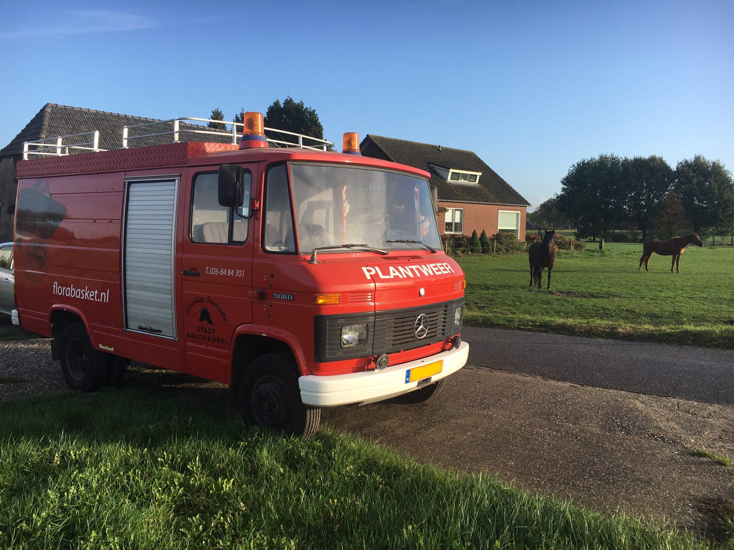 De brandweer bus van de Rugzakkies