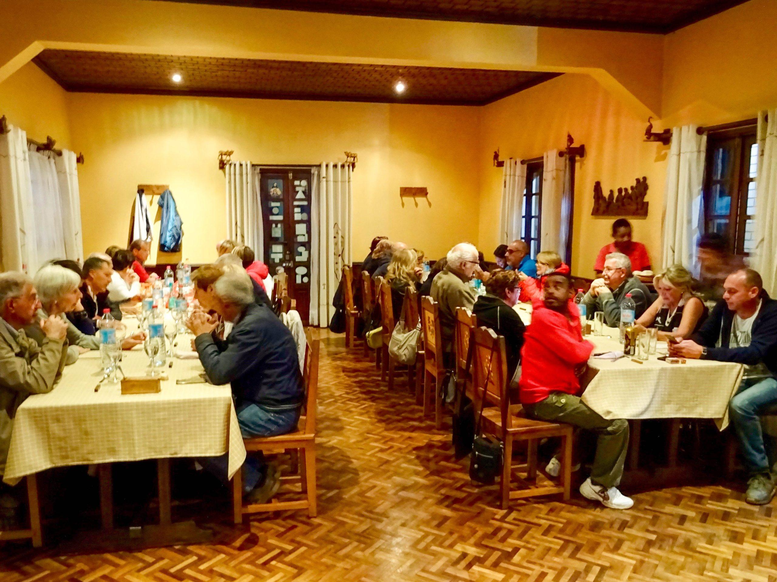 Italiaanse toeristen in hotel l'Artisan in Ambositra