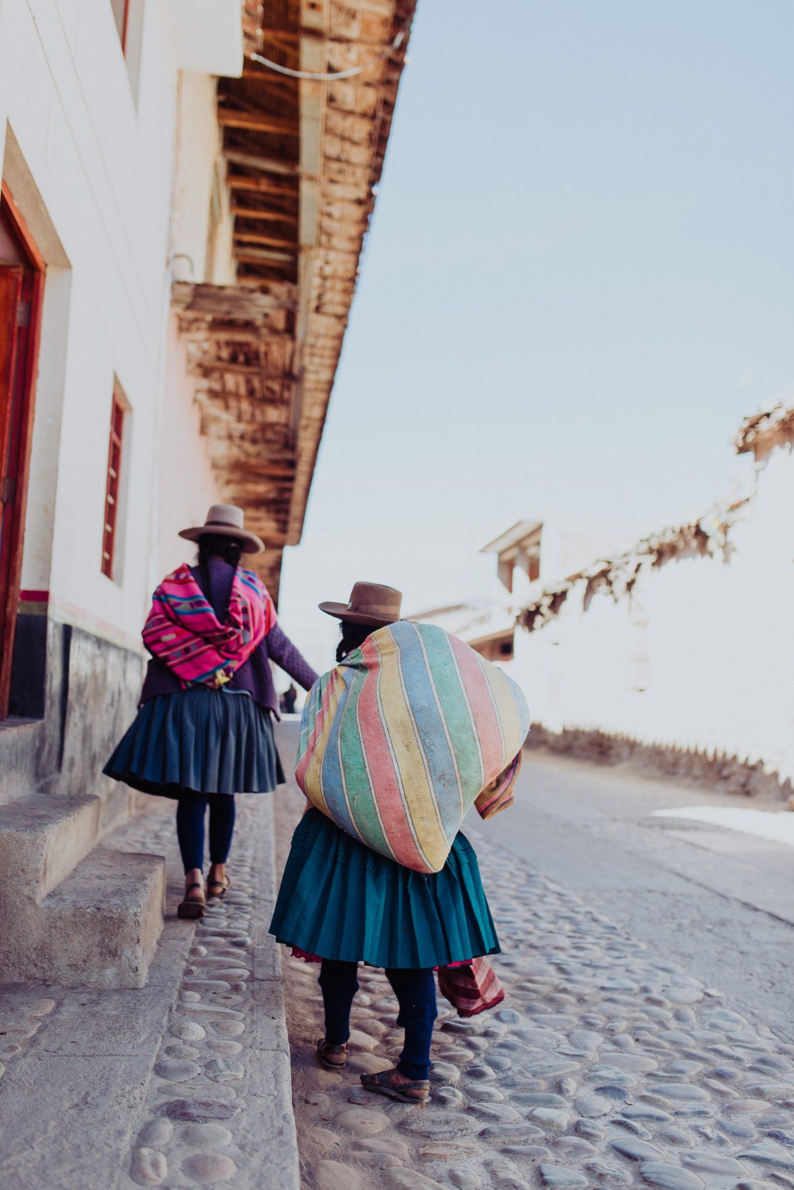 Lokale bevolking met kleurrijke kleding