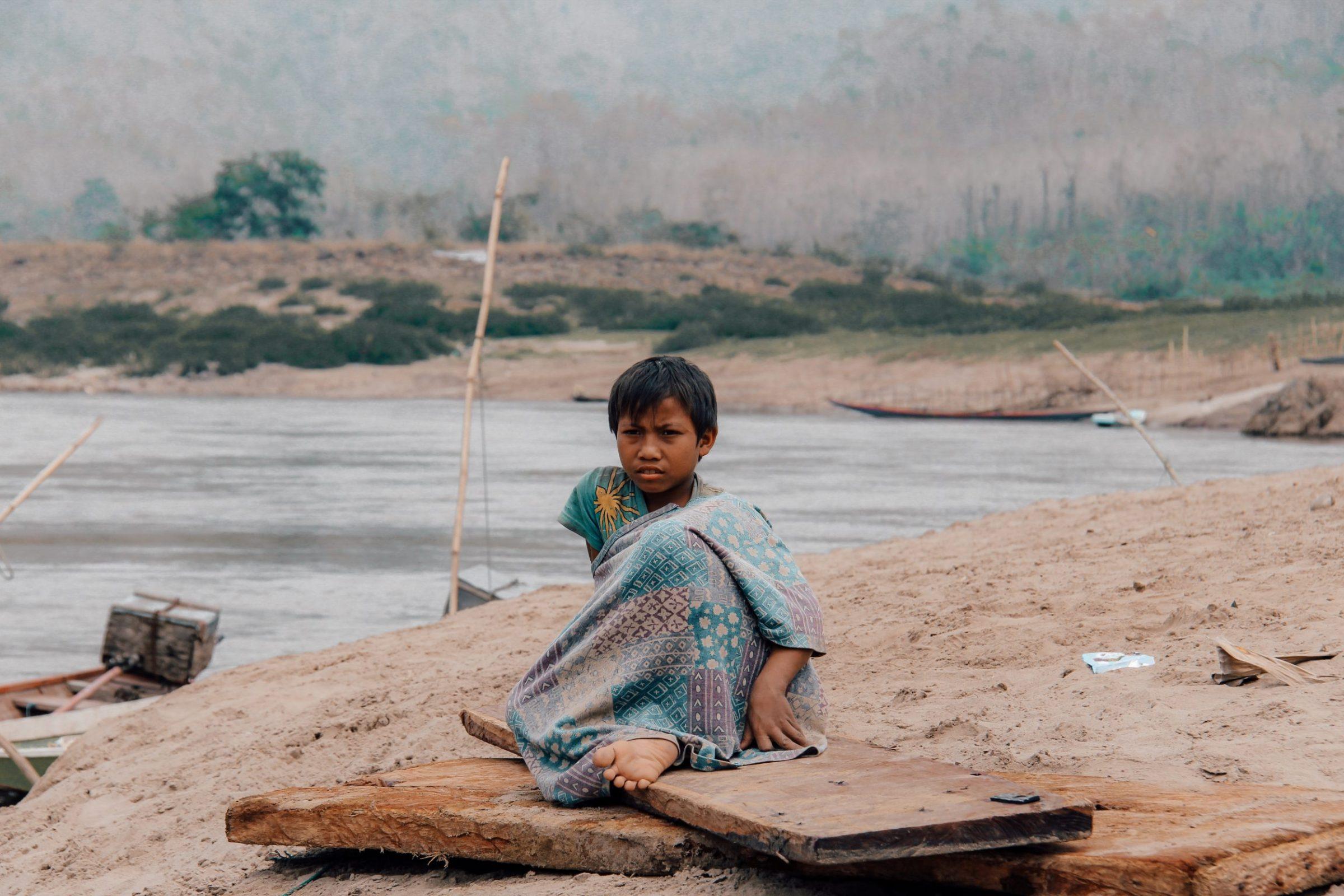 Het lokale leven naast de rivier, Laos