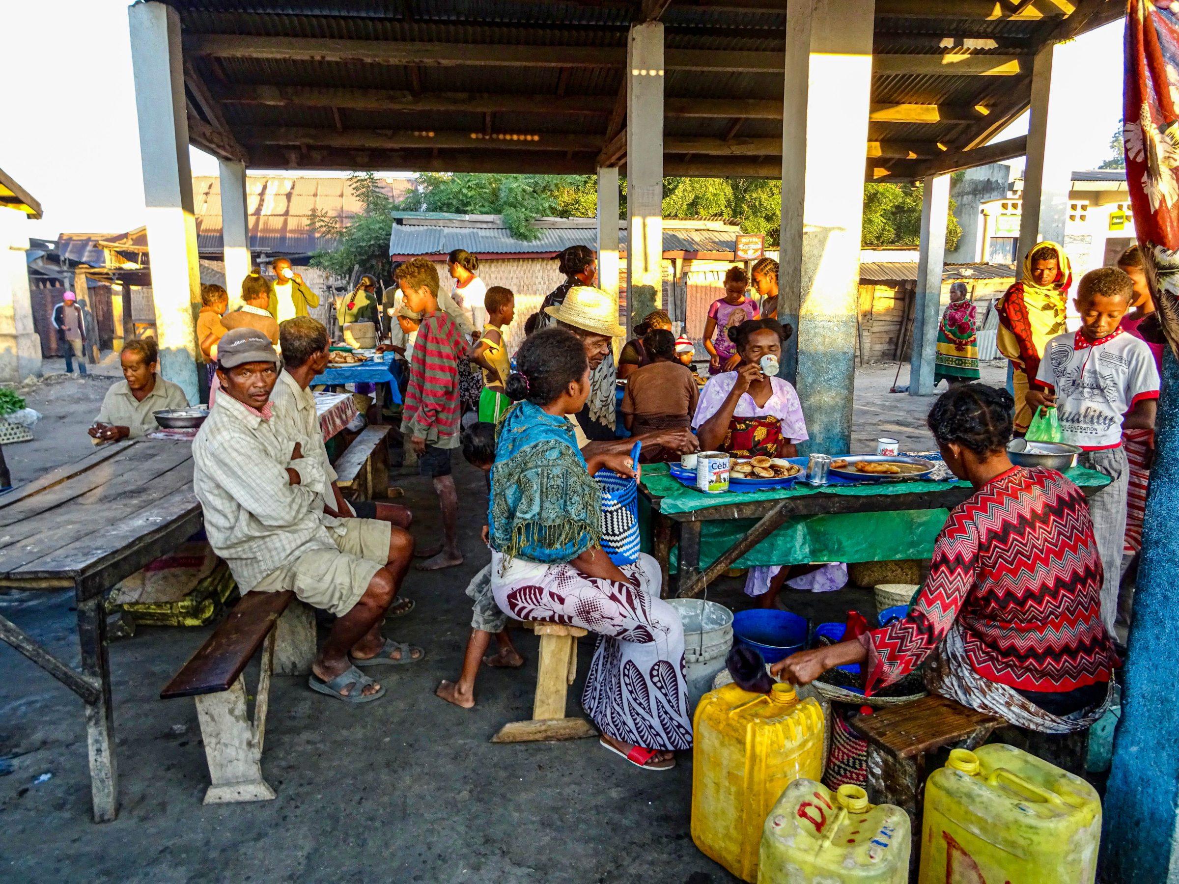 Ontbijt op de markt in Malaimbandy