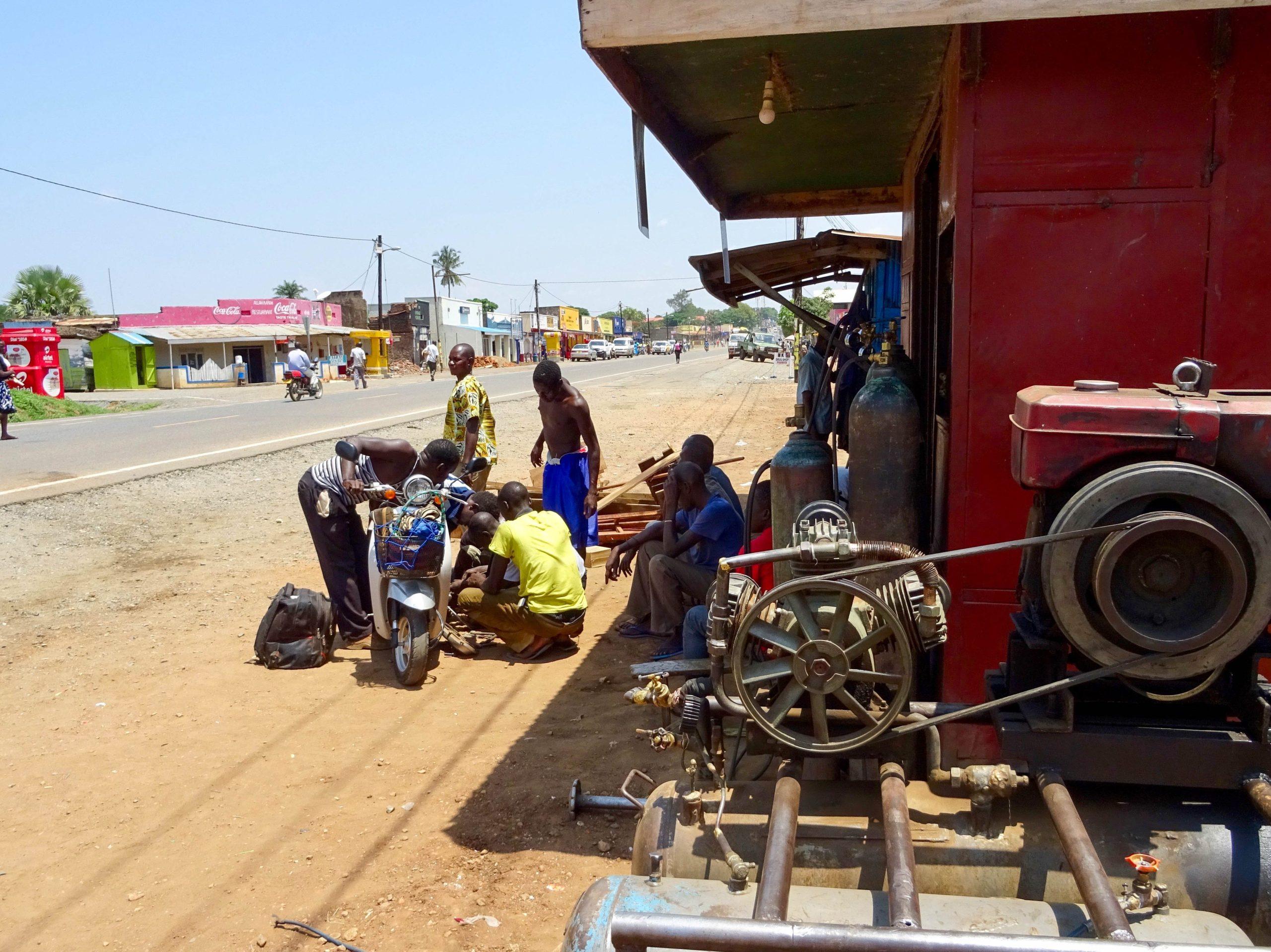 Reparatie scooter in Pakwach
