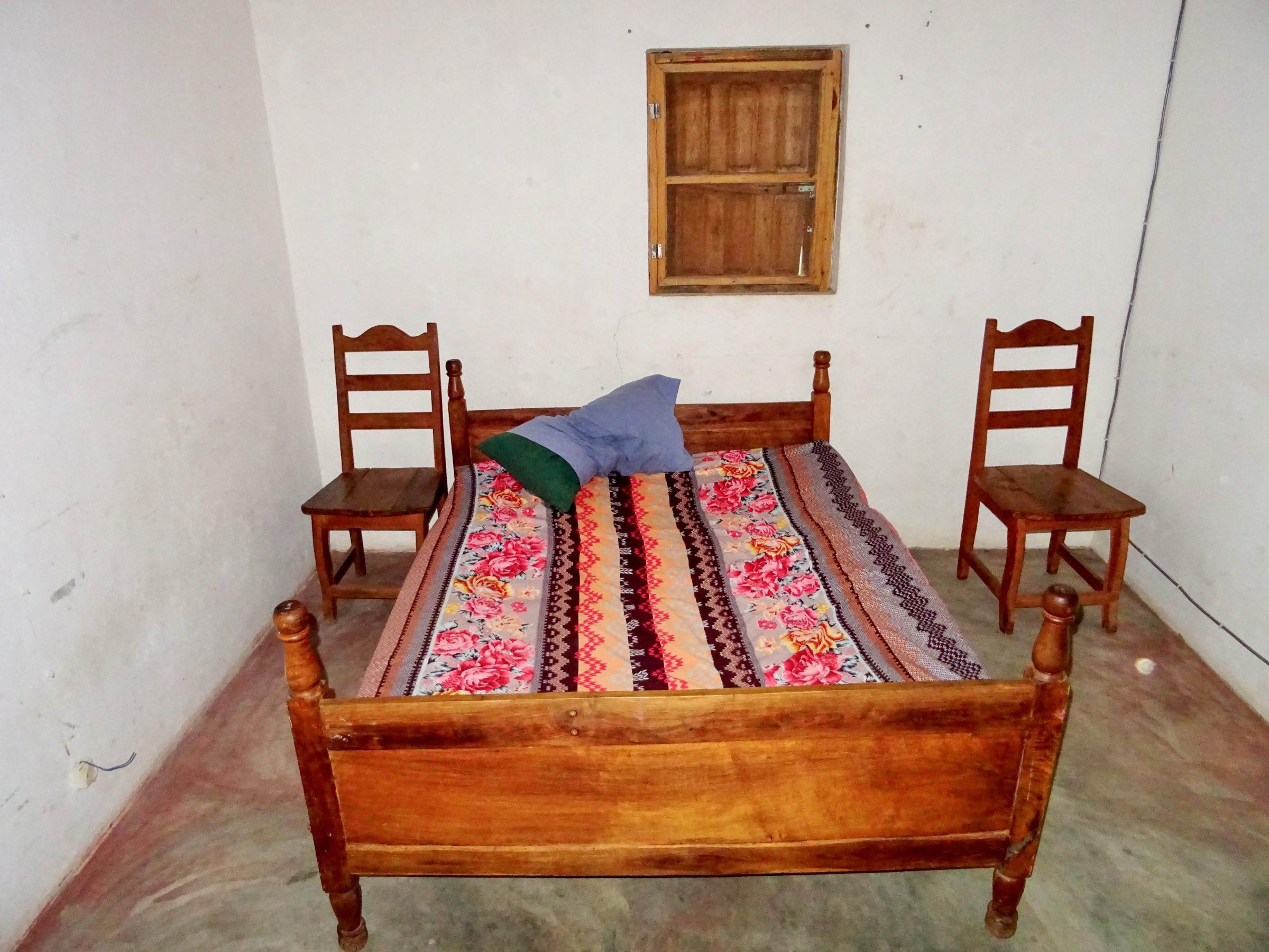 Slaapplaats in de knusse gevangenis van Malaimbandy