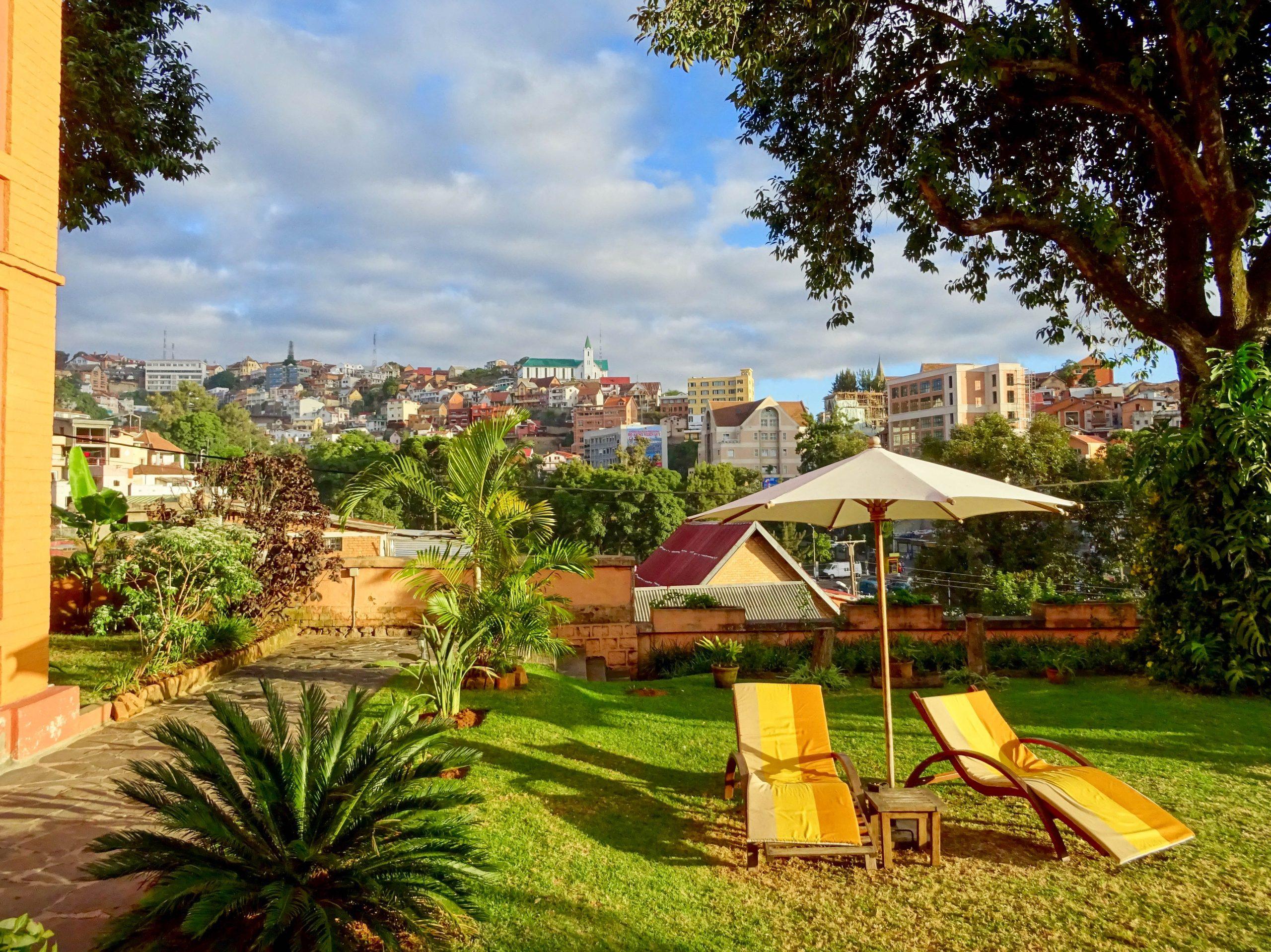 Uitzicht vanaf het terras van mijn guesthouse in Antananarivo