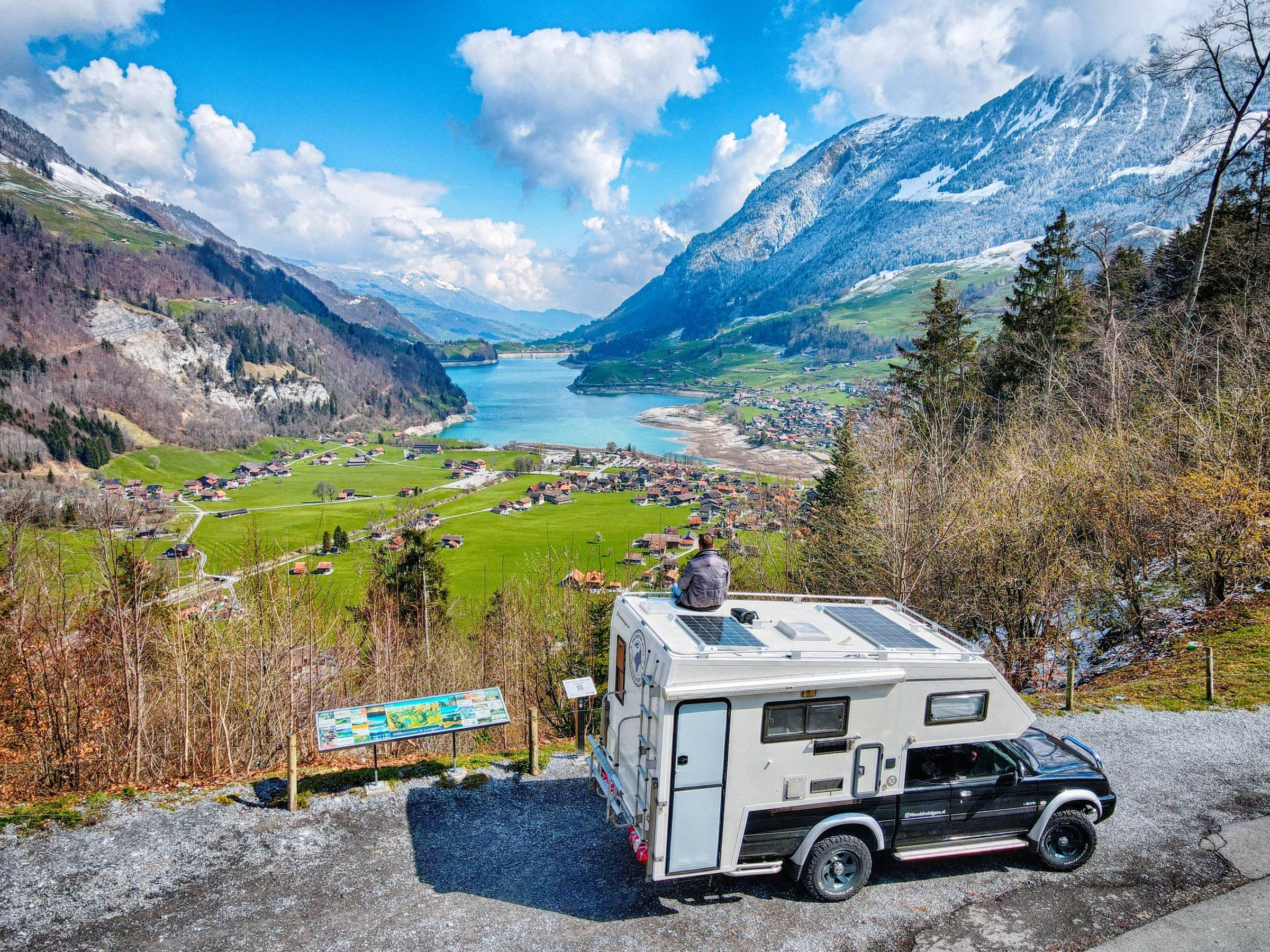 Uitzichtpunt Schoenbuehel met uitzicht op de Lungerersee, zo'n 30 minuten van Interlaken