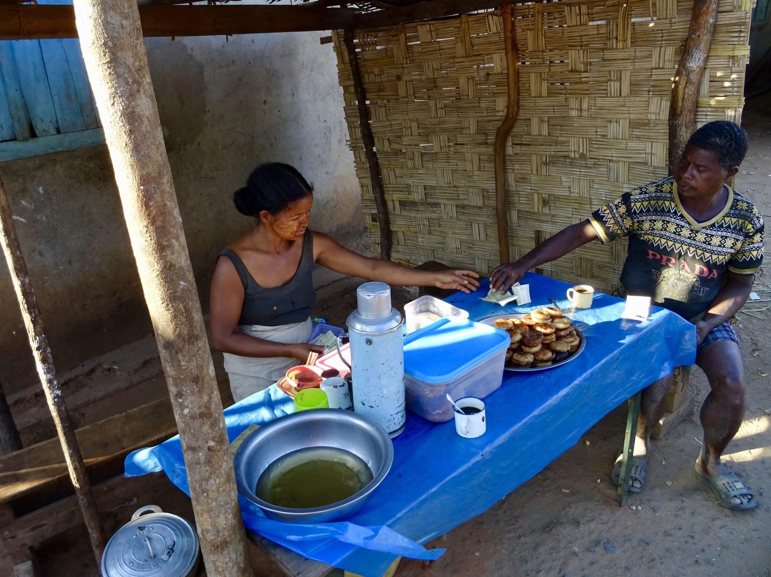 Koffiestop 30 km voor Malaimbandy