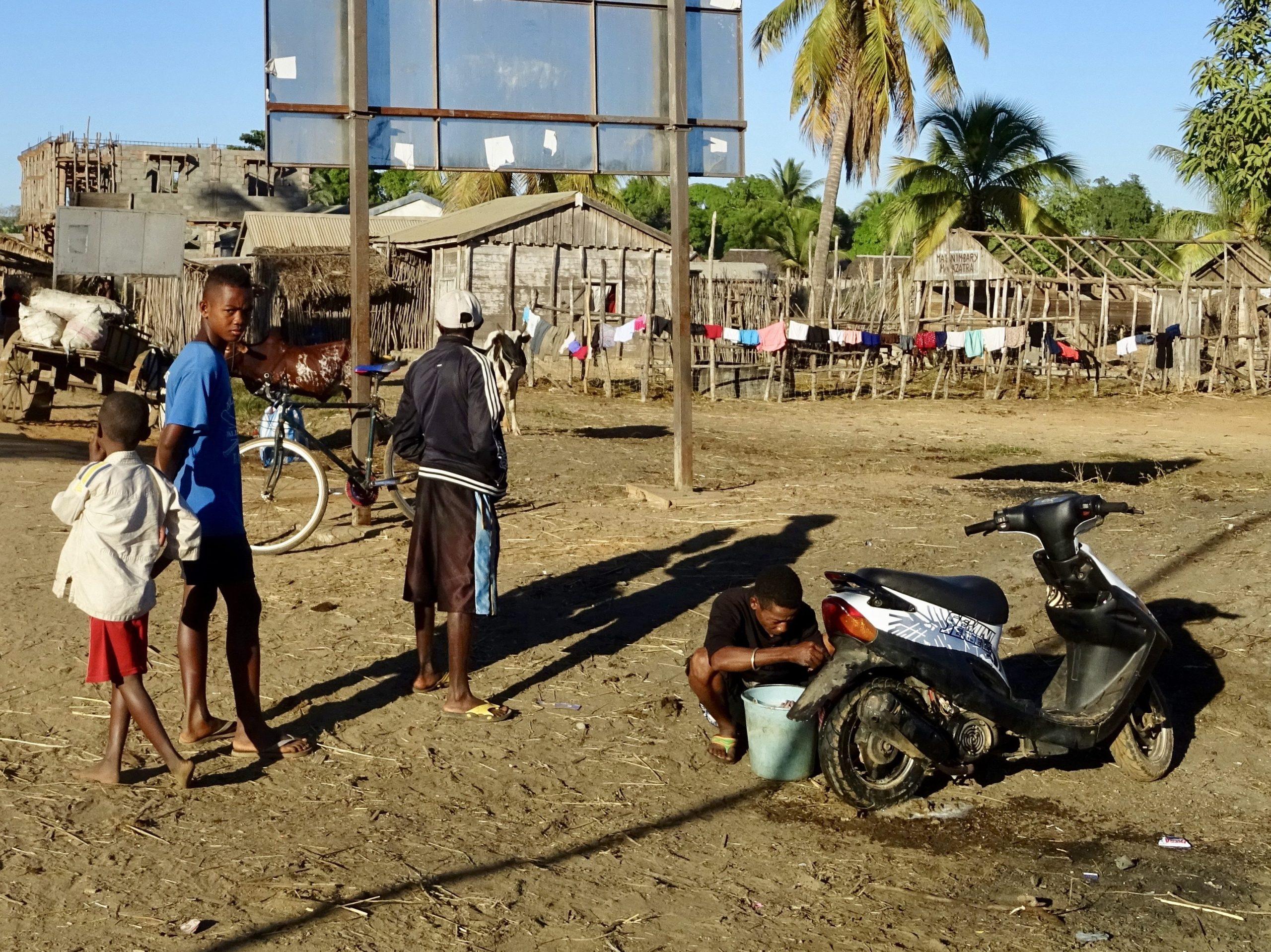 Schoonmaakbeurt in Bemanonga