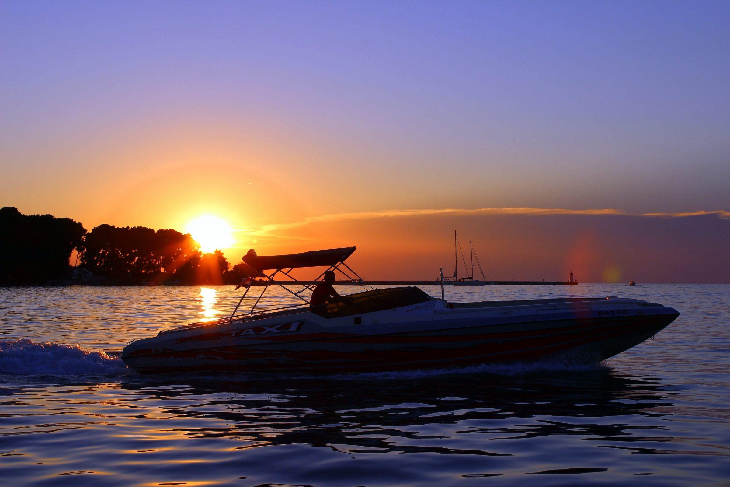 Speedboot water taxi in Porec