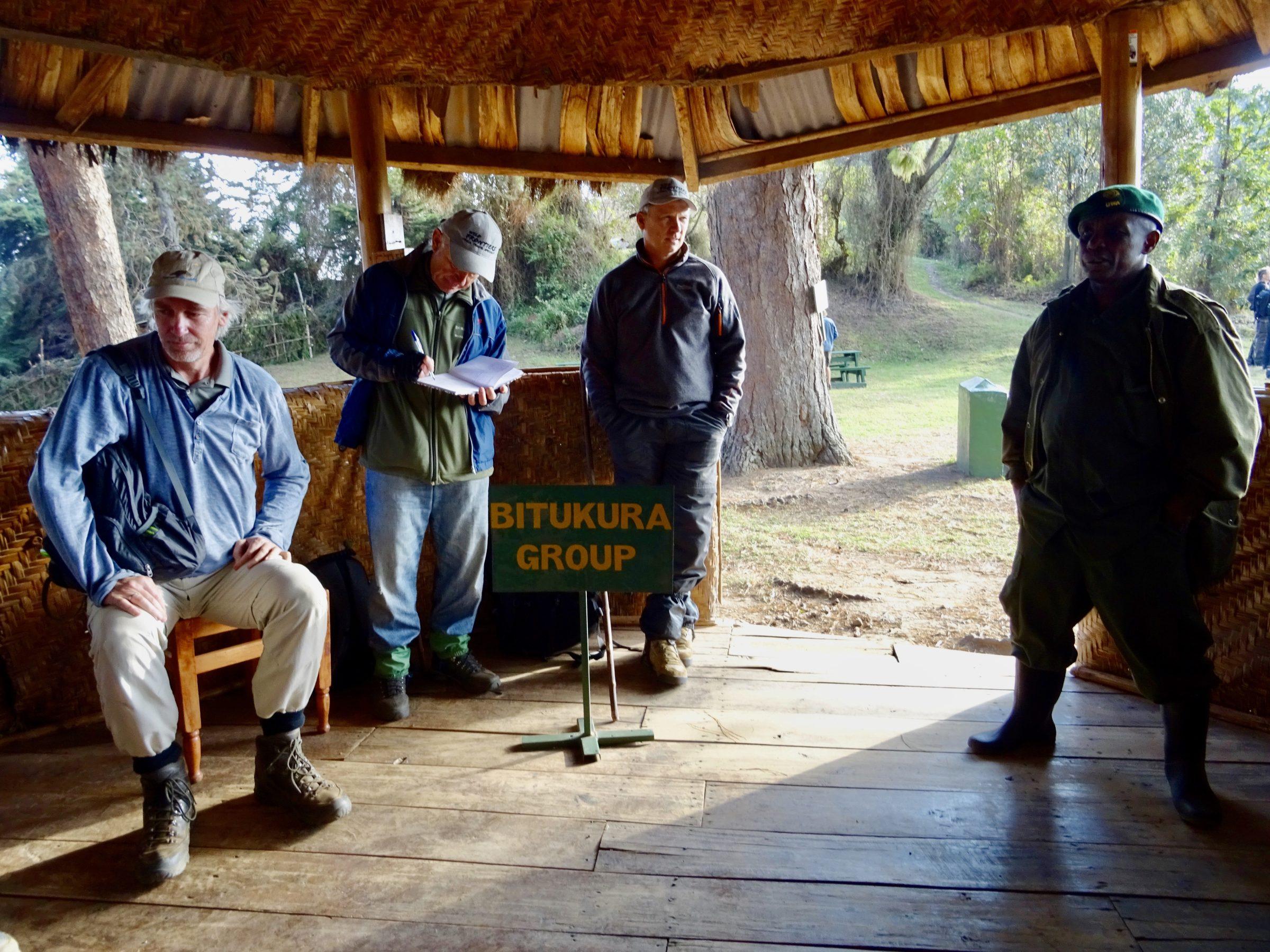 Gorilla briefing voor de Bitukura groep Bwindi