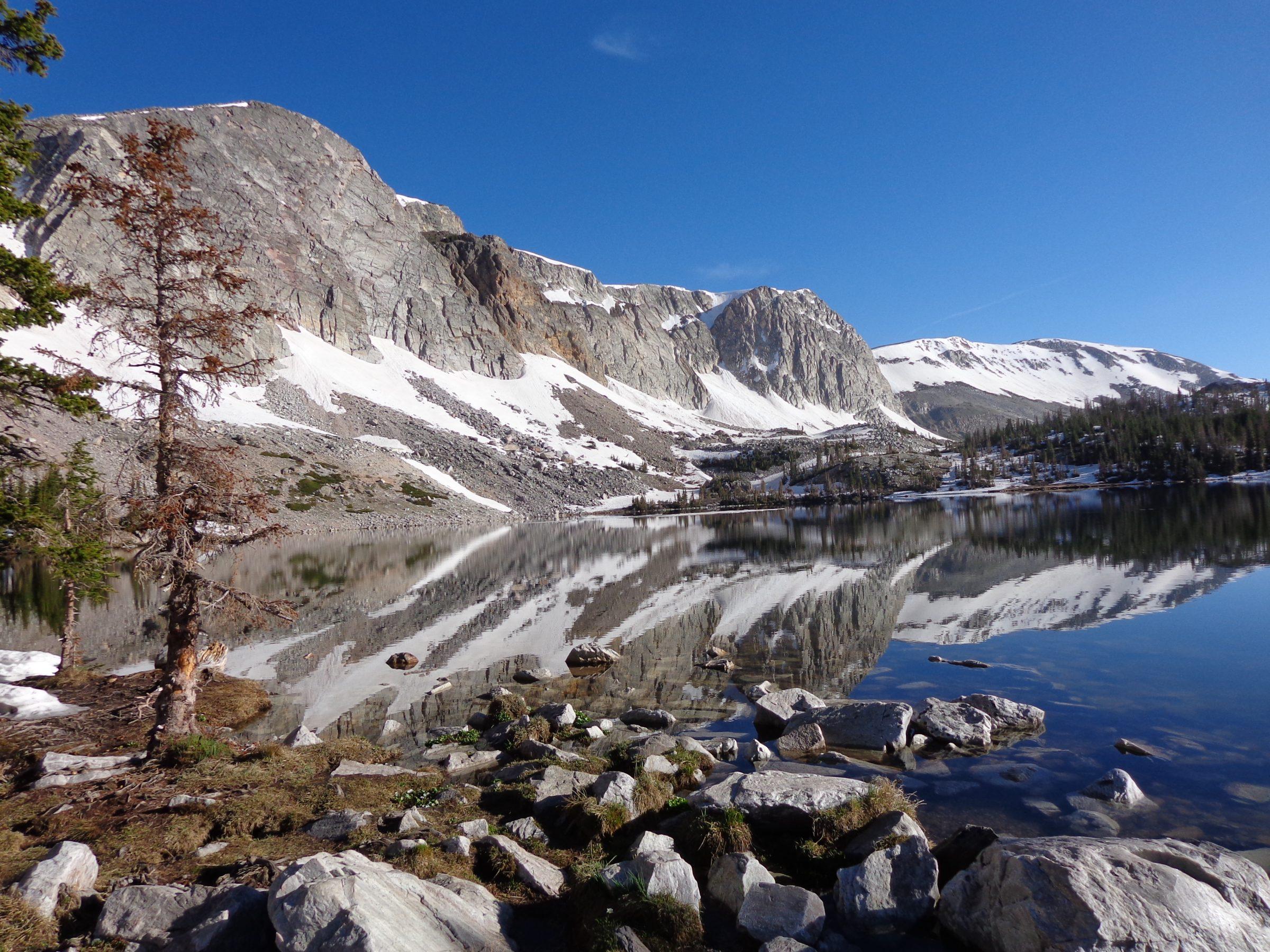 Mirror Lake in Medicine Bow National Forest nabij Centennial