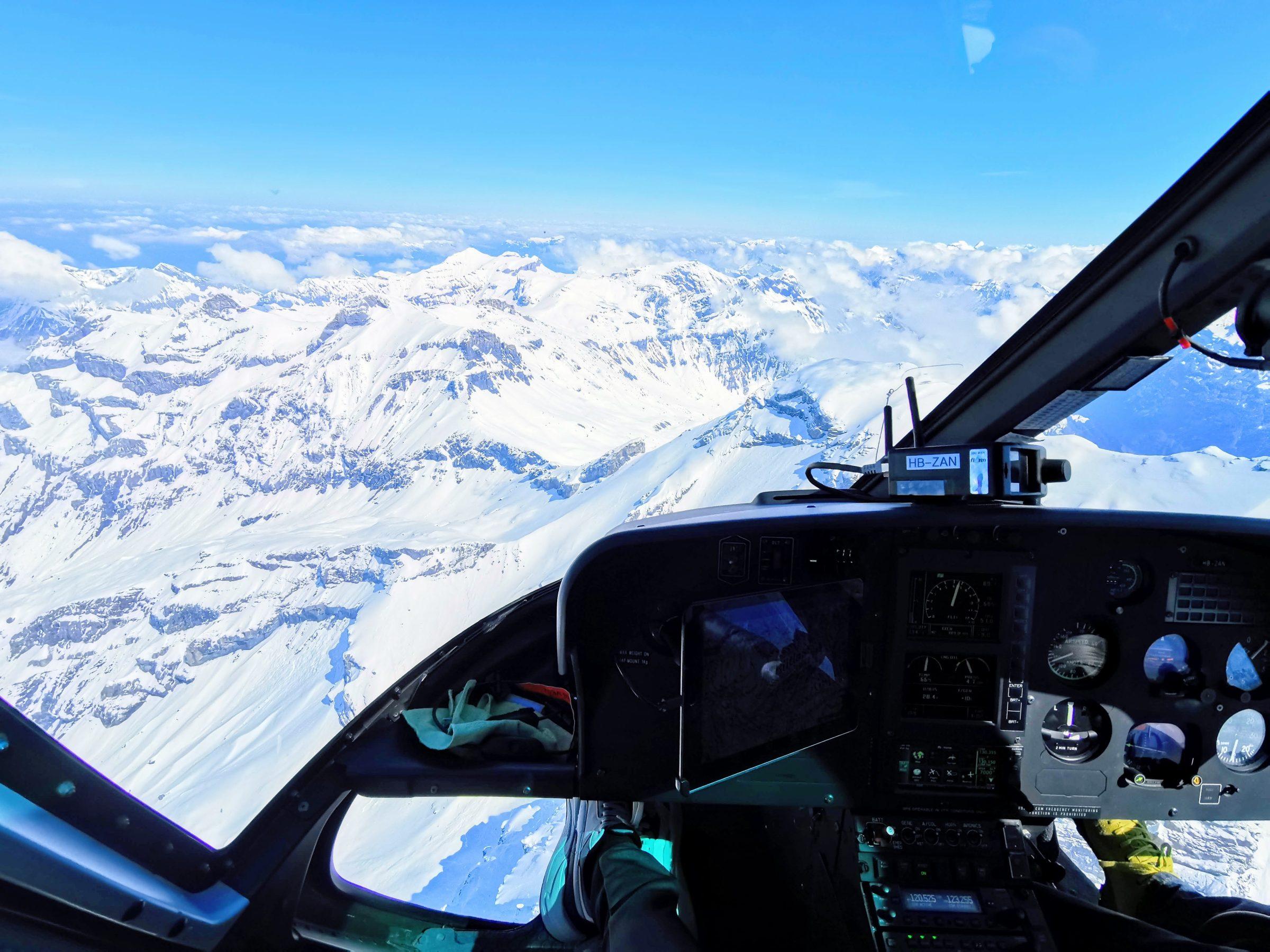 20 minuten lang was dit mijn uitzicht vanuit de cockpit van de helicopter