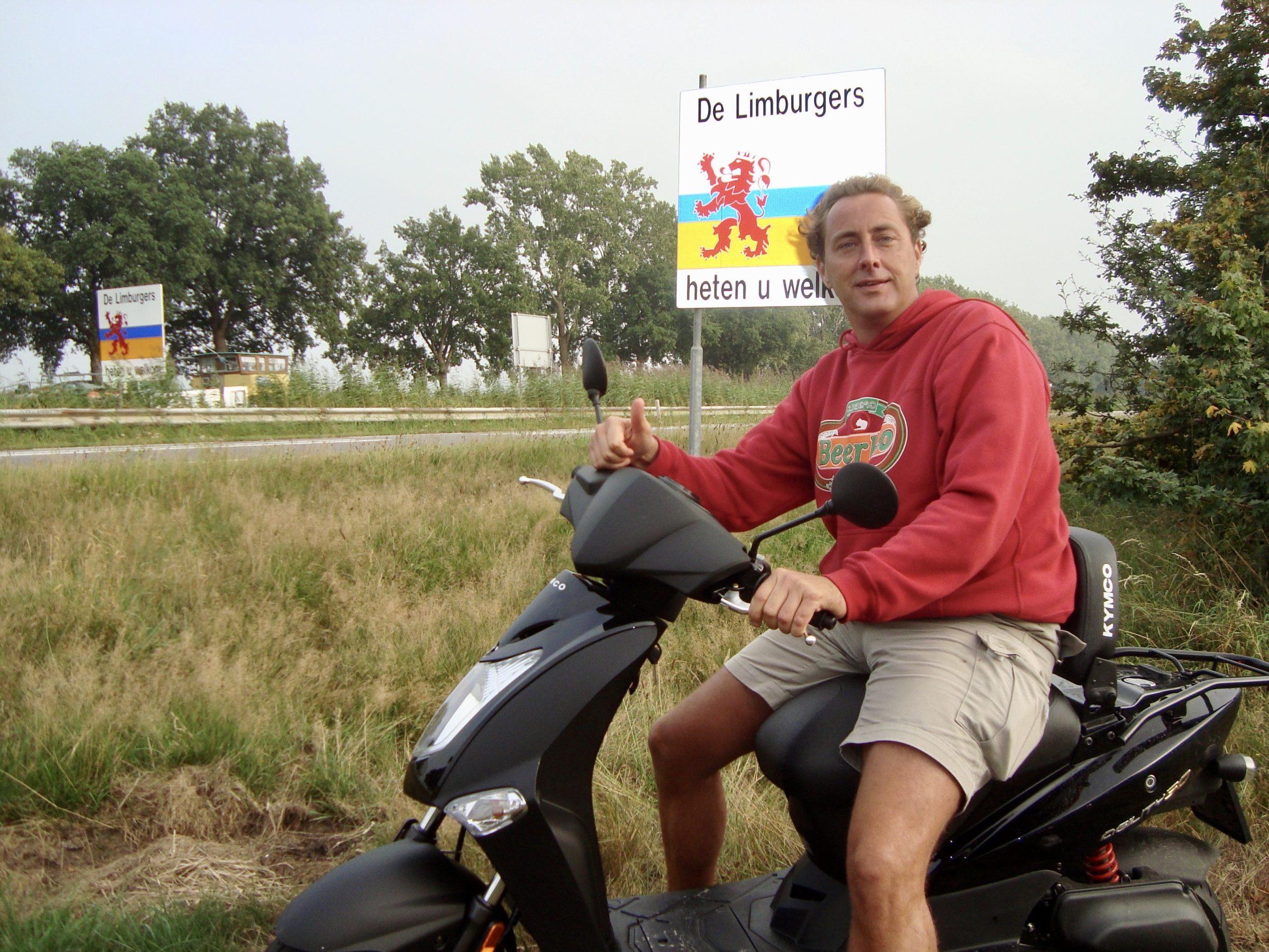 Op de scooter in Voeren, Belgie
