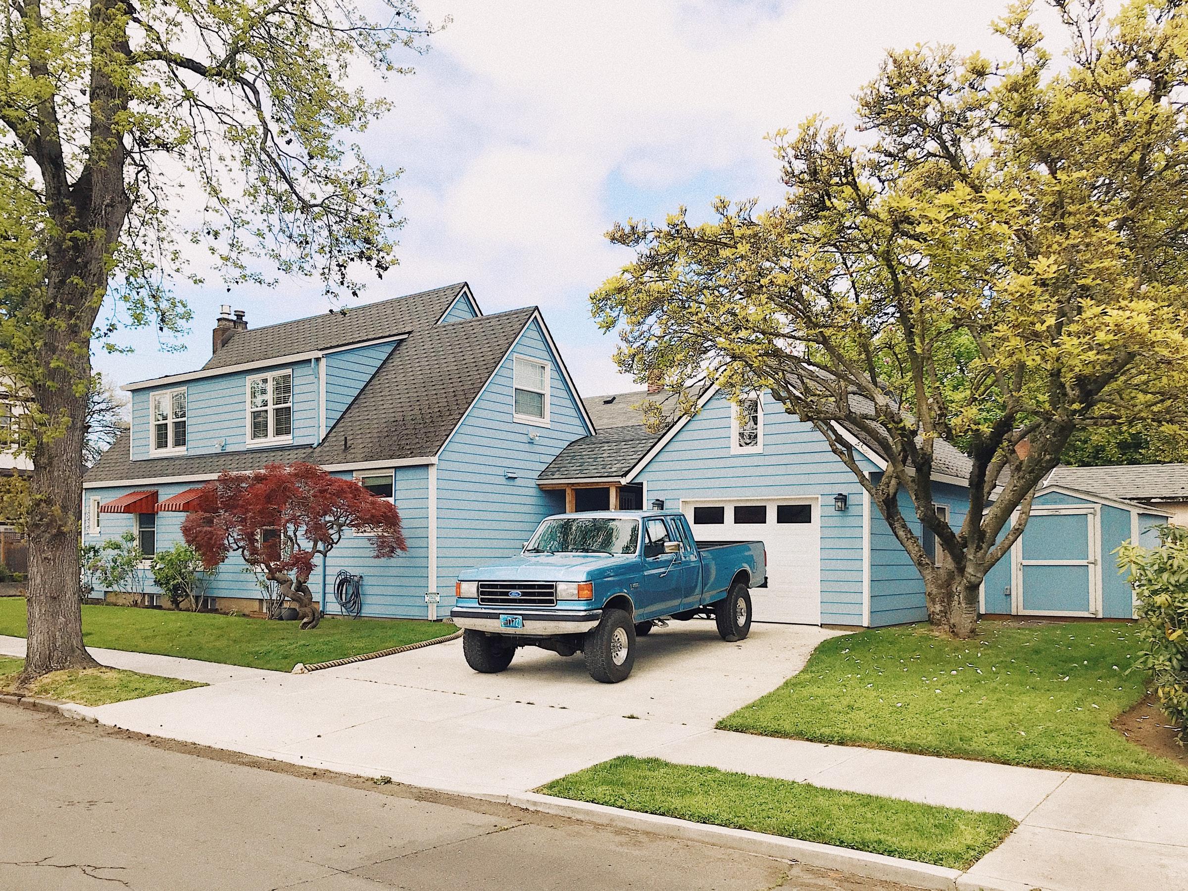 Een typisch Amerikaans huis met een Amerikaanse Pickup