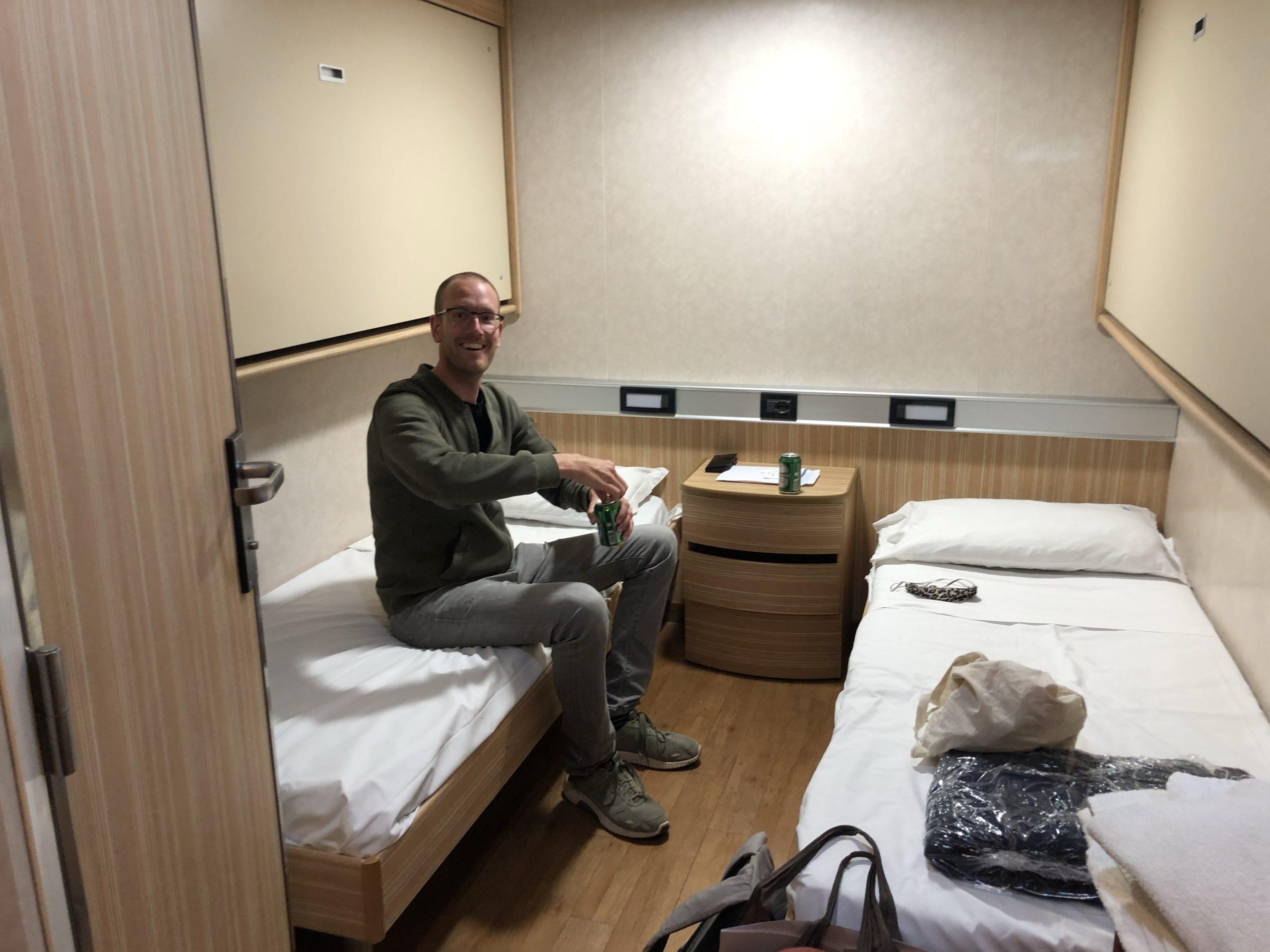 Een standaard kamer op de boot van Barcelona naar Sardinië