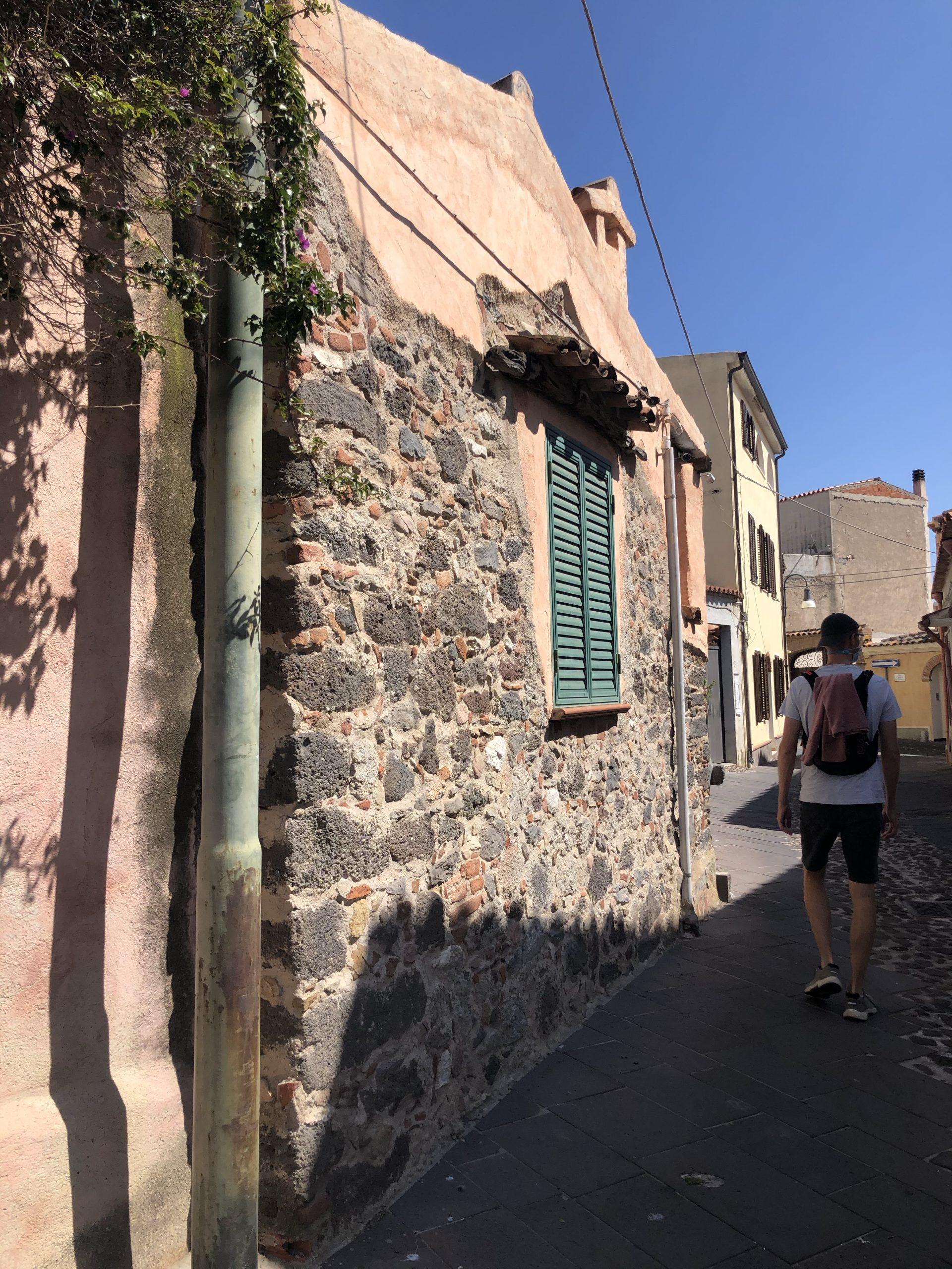 Charmante straatjes in Orosei, Sardinië