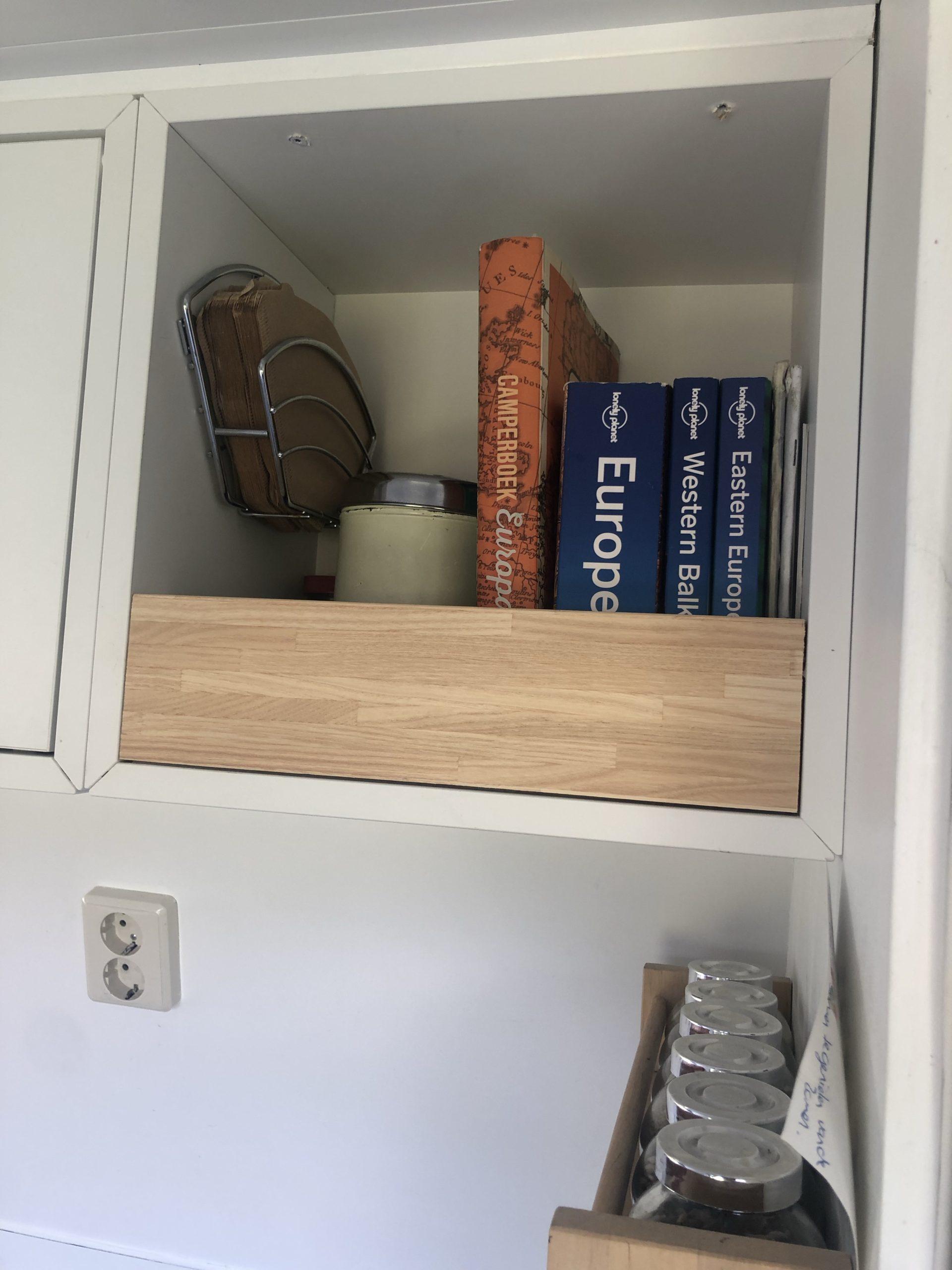 Boekenkast in de camper