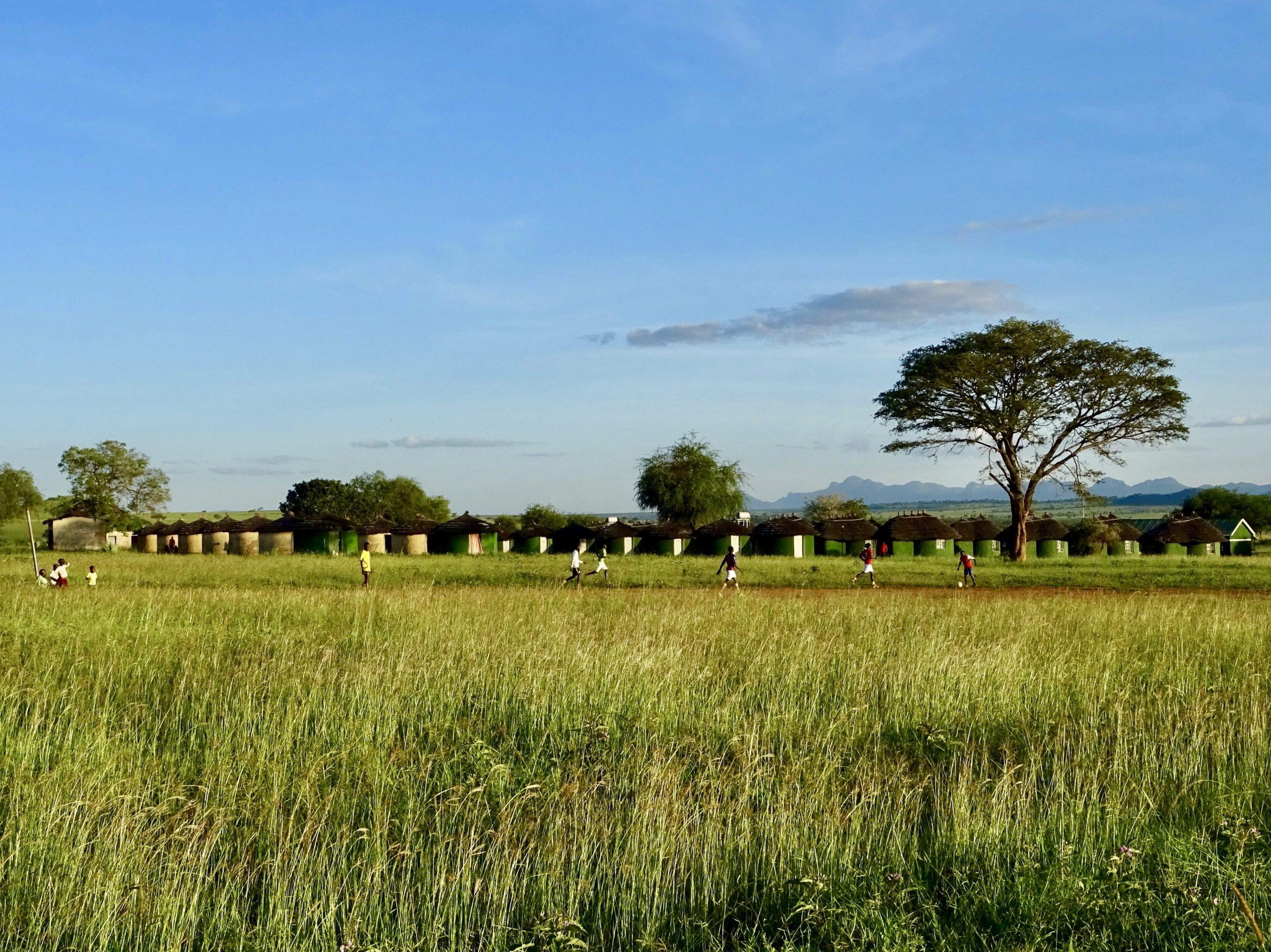Het voetbalveldje bij het Apoka kamp in Kidepo