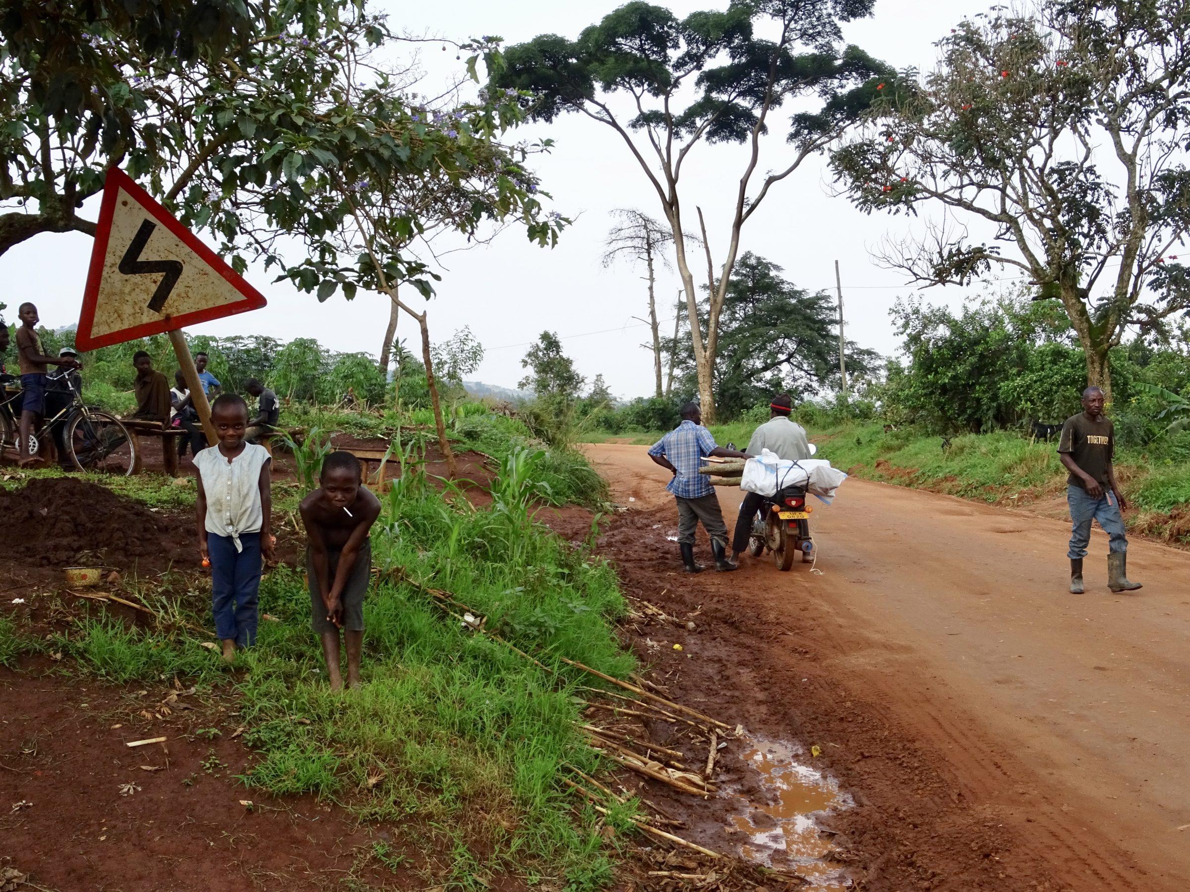 Vriendelijke inwoners van het dorpje Kikoroba