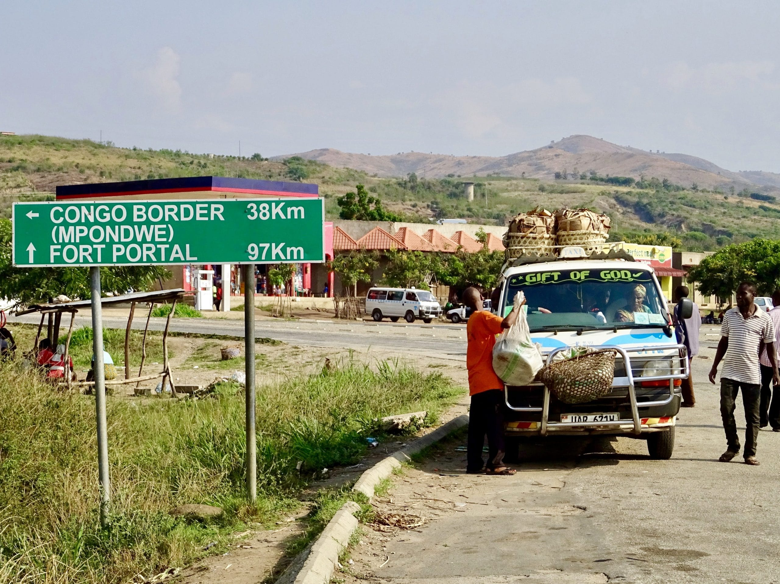 T- splitsing in Kikorongo richting de Congolese grens